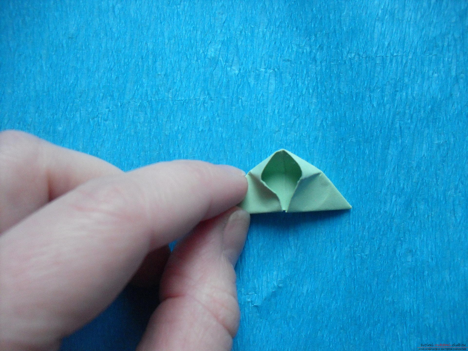 Этот мастер-класс расскажет как сделать поделку из модульных оригами - лягушку.. Фото №18