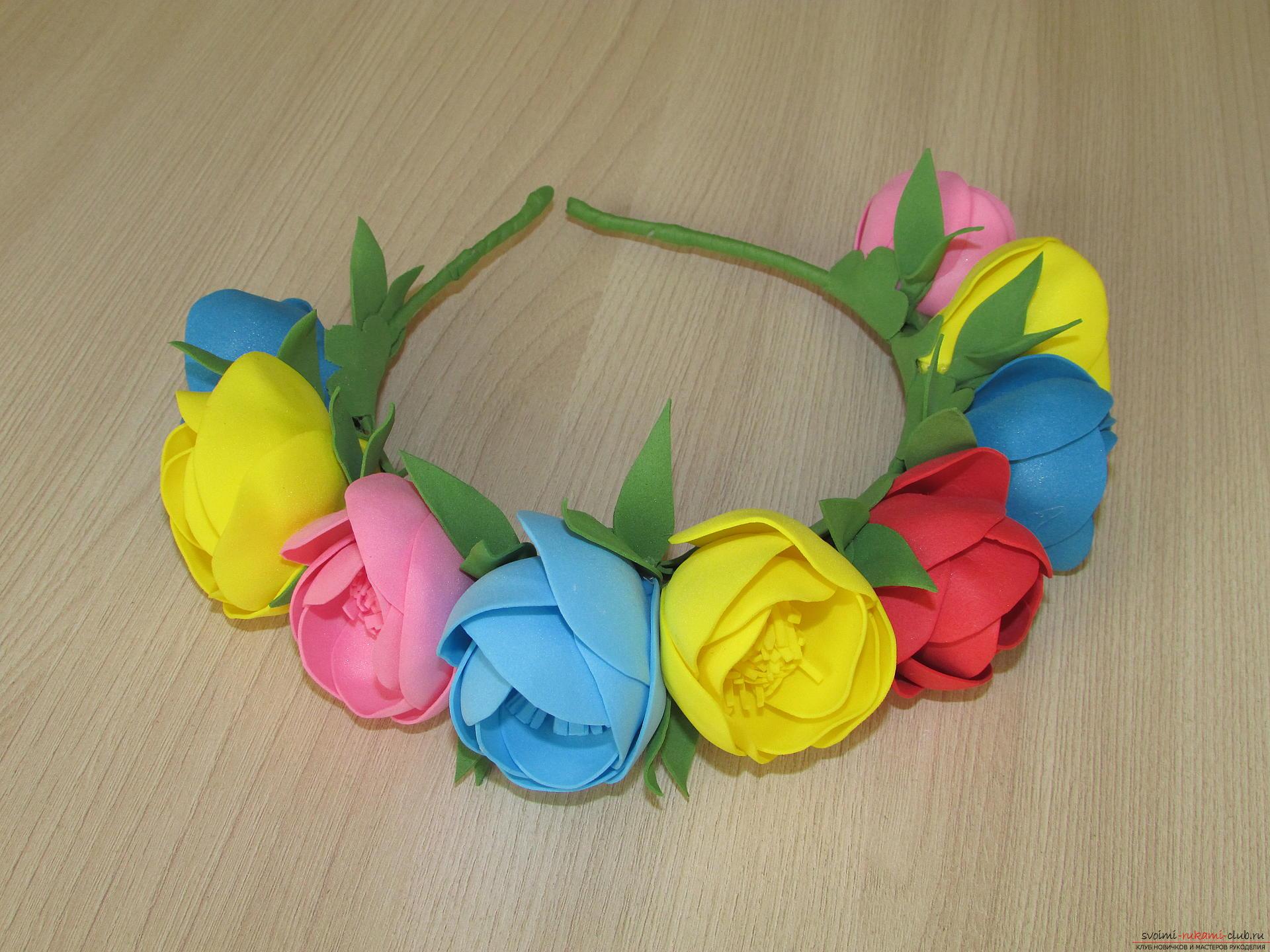 Этот мастер-класс цветов из фоамирана расскажет как сделать красивый летний венок.. Фото №12