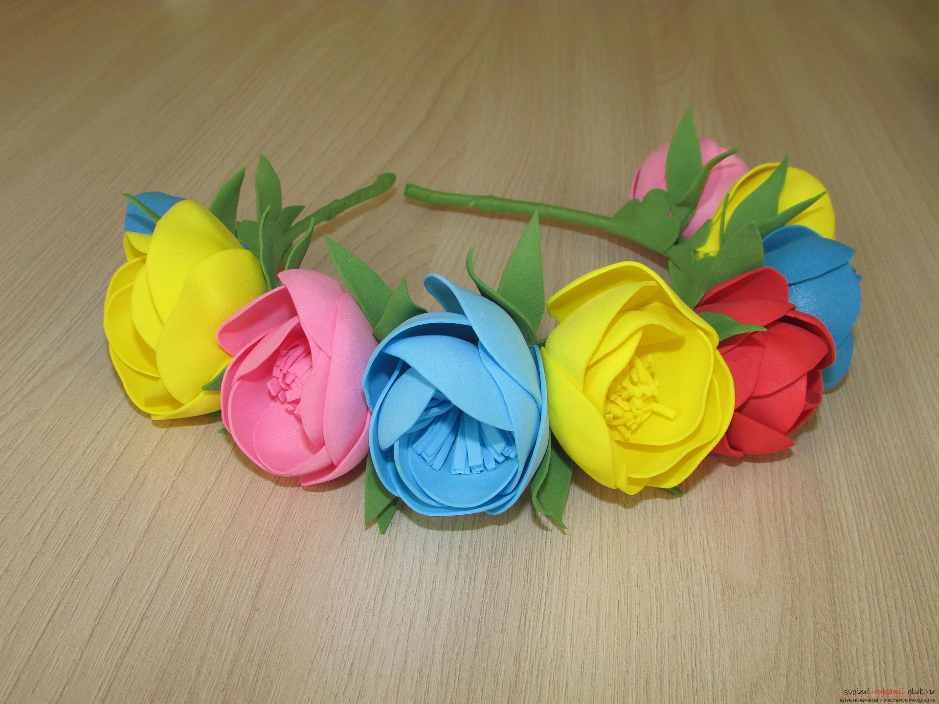 Этот мастер-класс цветов из фоамирана расскажет как сделать красивый летний венок.. Фото №14