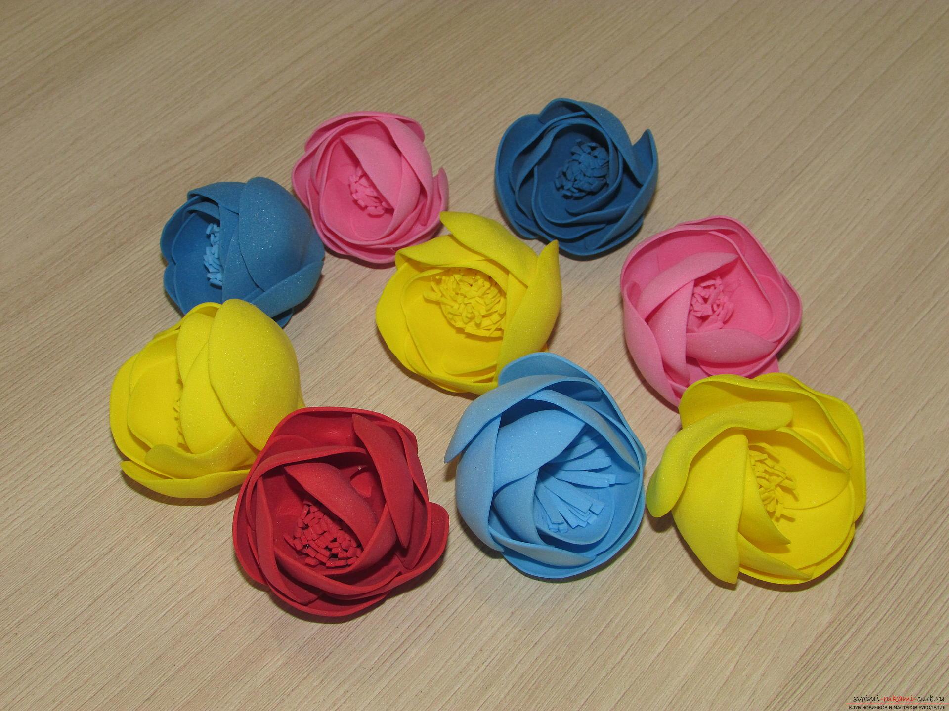 Этот мастер-класс цветов из фоамирана расскажет как сделать красивый летний венок.. Фото №9