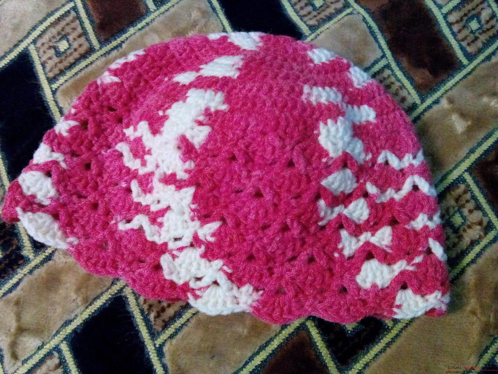 Летняя шапочка для девочки вязанная крючком своими руками