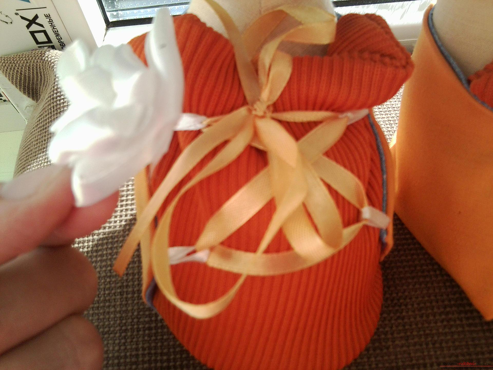 Подробный мастер-класс по шитью куклы-большеножки с пошаговыми фото. Фото №27
