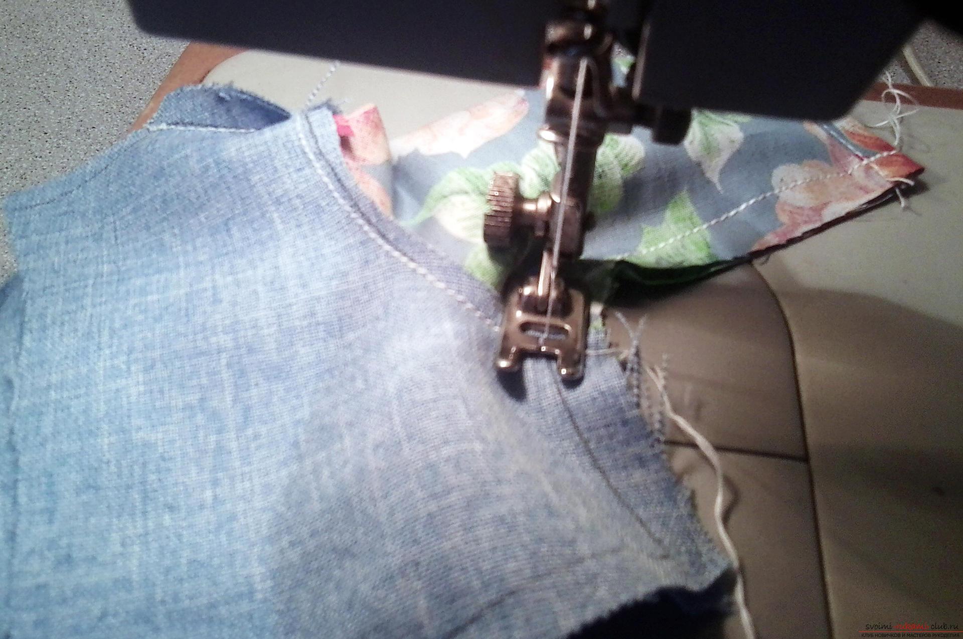 Подробный мастер-класс по шитью куклы-большеножки с пошаговыми фото.</p> </div> <p> Фото №17″/> 11.</p> <p> Соединяем боковые швы.<br/>12. Низ платья обрабатываем кружевом</p> <div style=