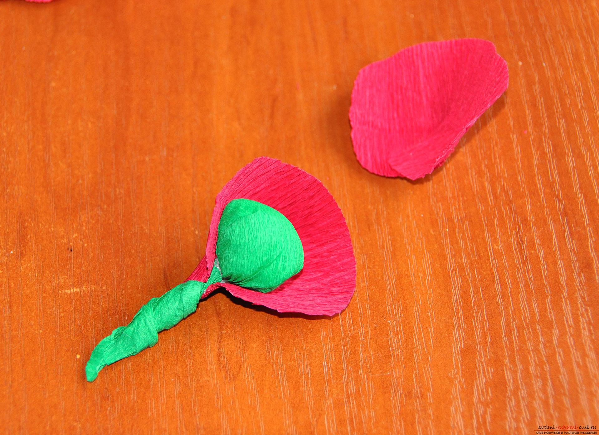 Что можно делать из гофрированной бумаги. Фото поделок 54