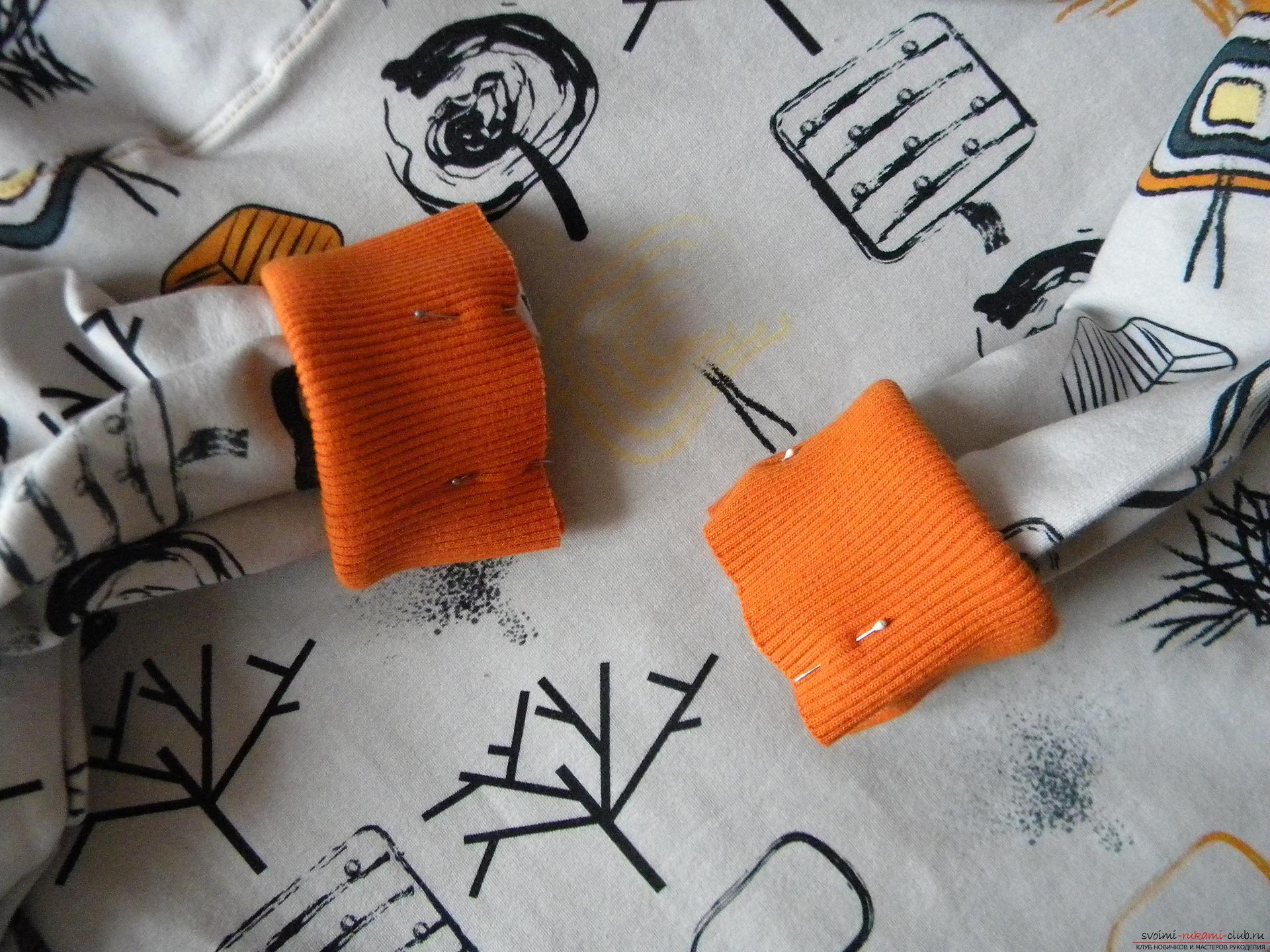 Мастер-класс по шитью подробно описывает и показывает на фото как сшить худи с капюшоном.. Фото №17
