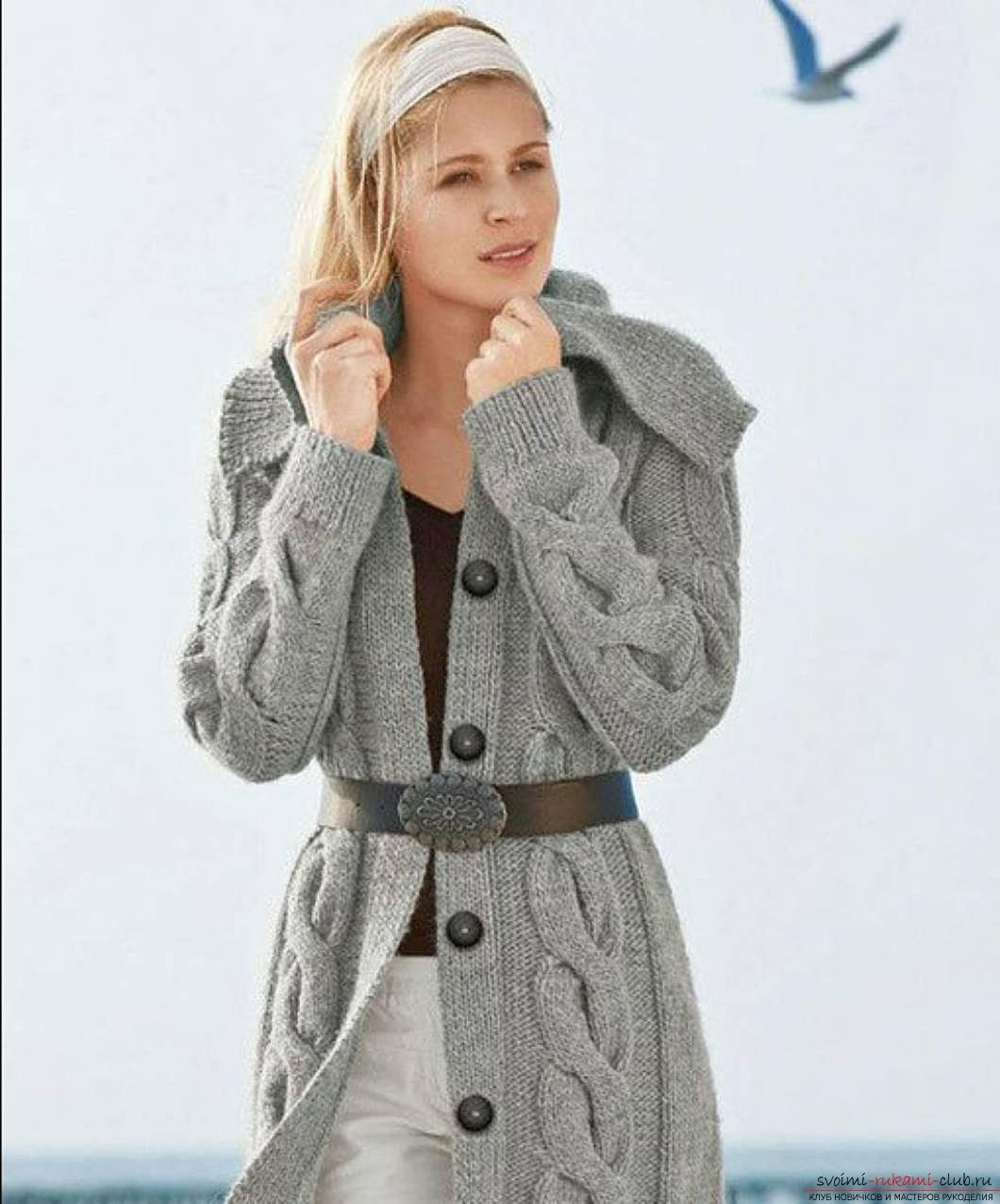 вязаная спицами женская кофта с воротником к зиме. Фото №2