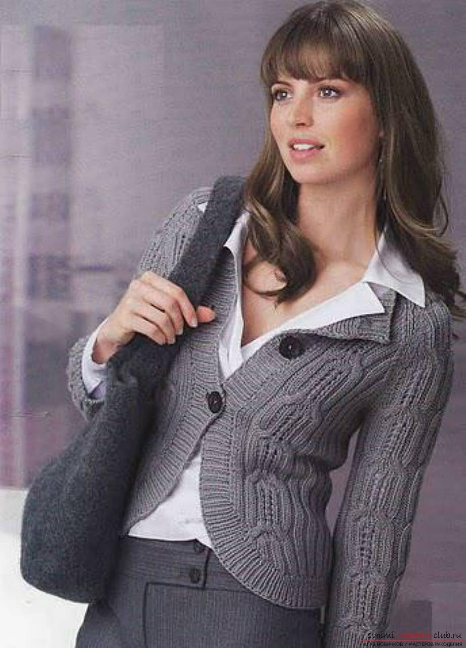 вязаная спицами женская кофта с воротником к зиме. Фото №3
