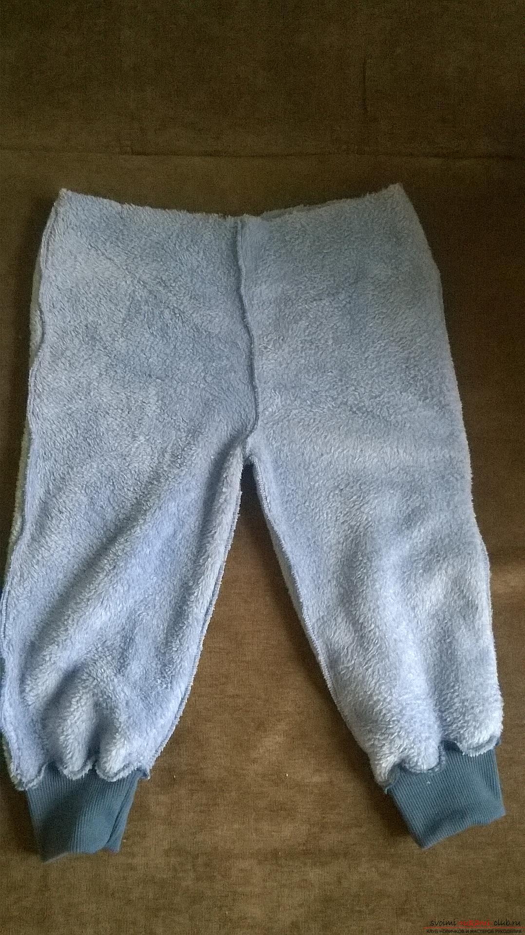 Эта статья рассказывает как сшить теплые и удобные штаны для мальчика на резинке. Фото №8