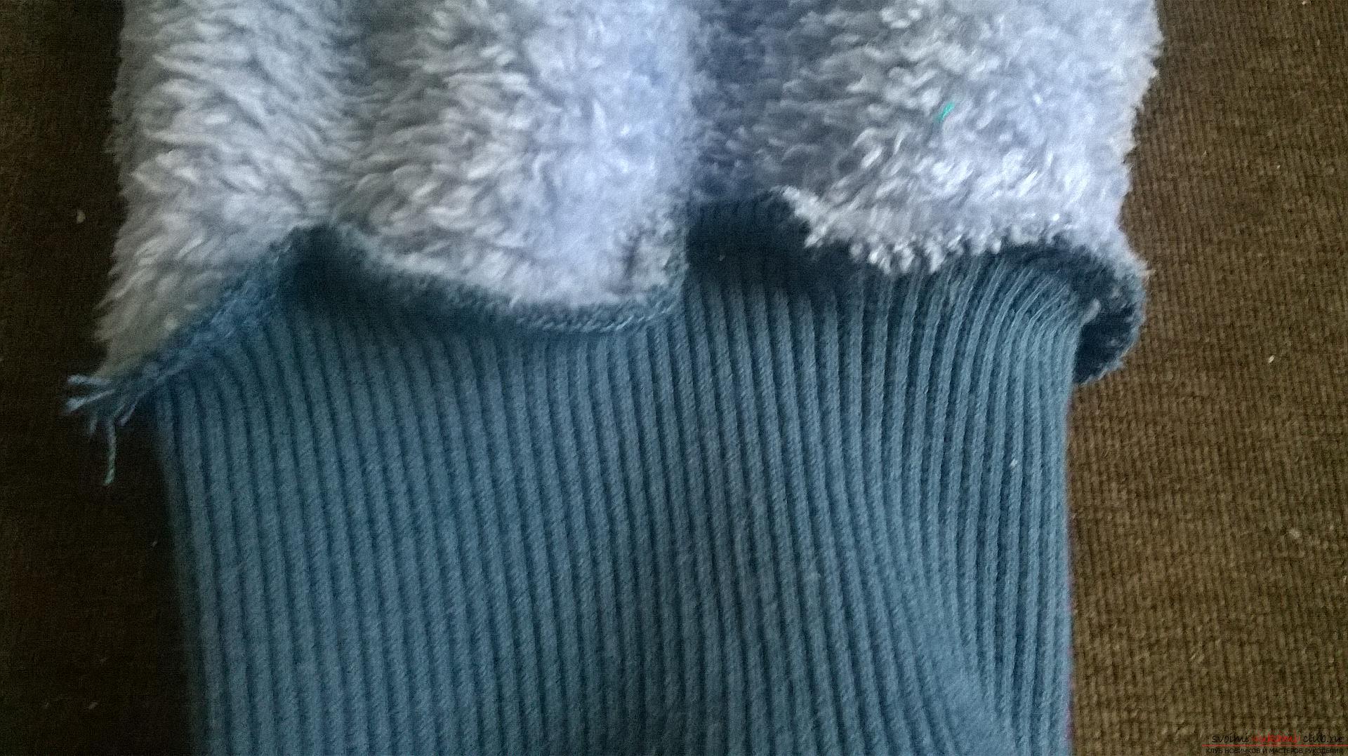 Эта статья рассказывает как сшить теплые и удобные штаны для мальчика на резинке. Фото №7
