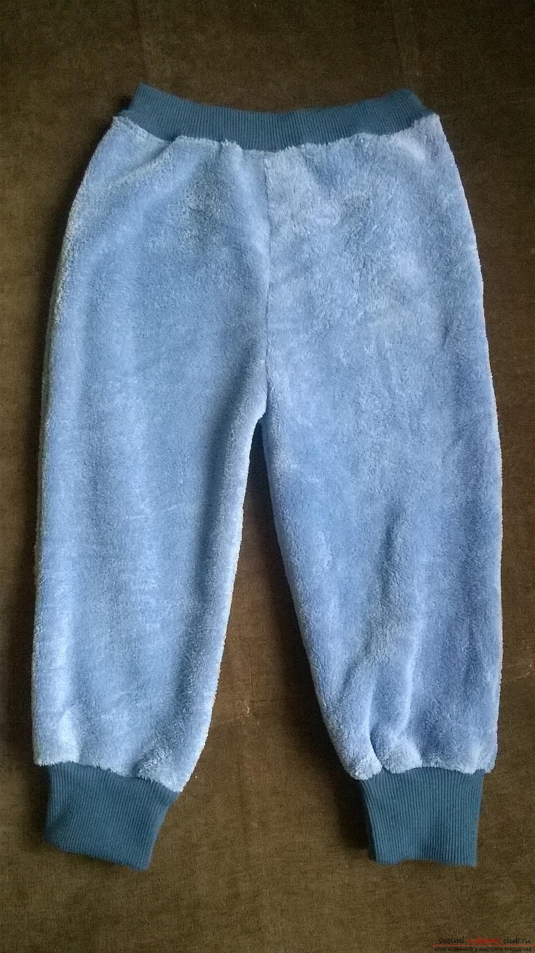Эта статья рассказывает как сшить теплые и удобные штаны для мальчика на резинке. Фото №1