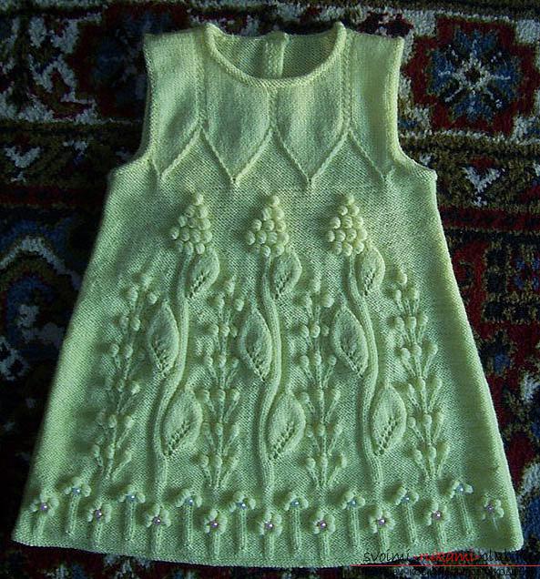 вязаное на спицах зеленое