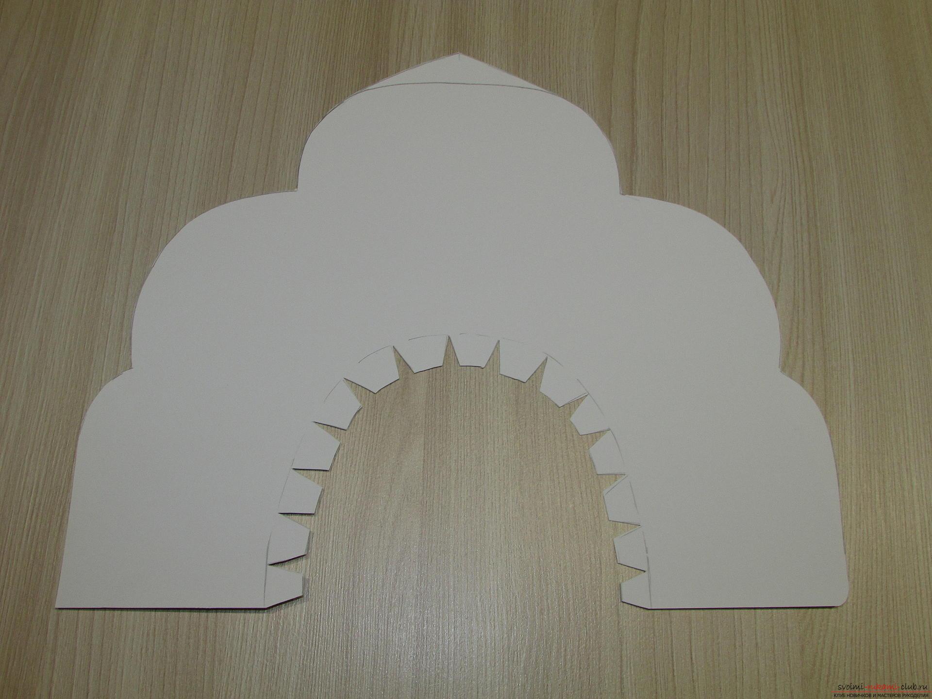 Мастер-класс покажет, как сделать своими руками- головной убор для Снегурочки – корону.. Фото №5