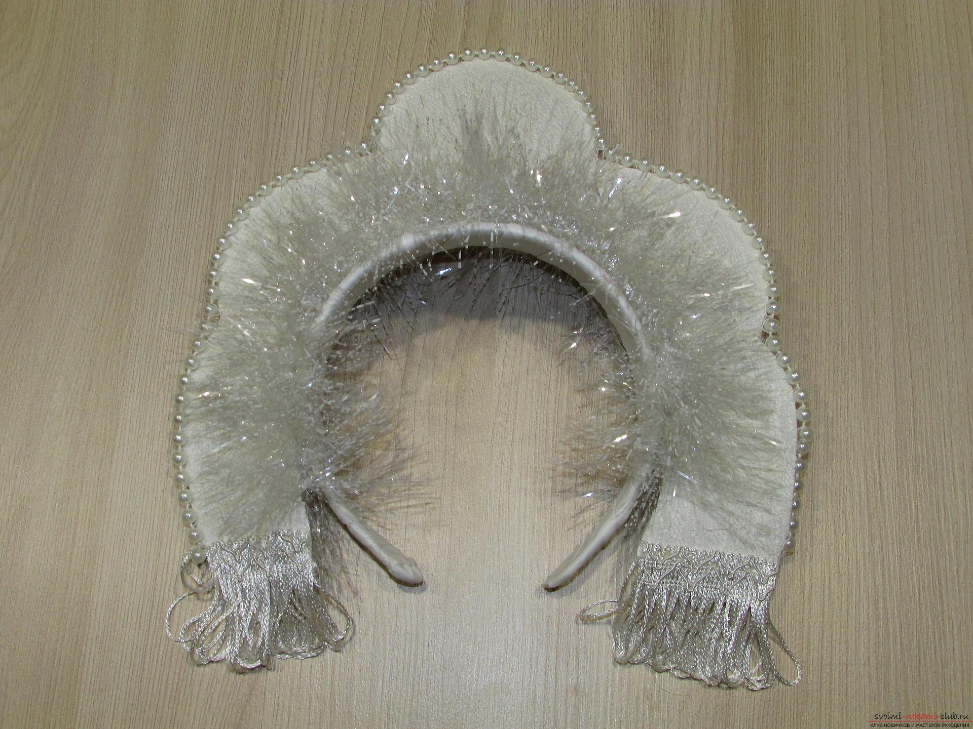 Мастер-класс покажет, как сделать своими руками- головной убор для Снегурочки – корону.. Фото №13