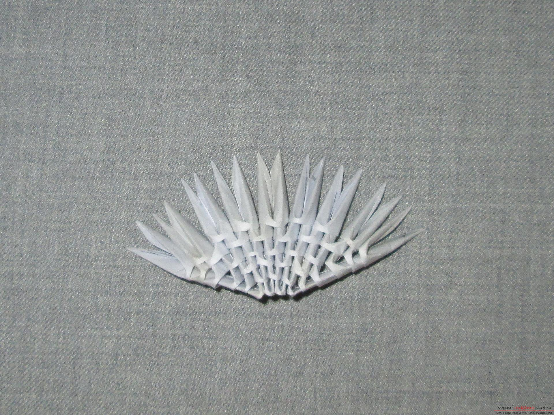 Ракушка для упаковки небольшого подарка собрана в технике модульное оригами в нашем мастер-классе с описанием и фото.. Фото №3