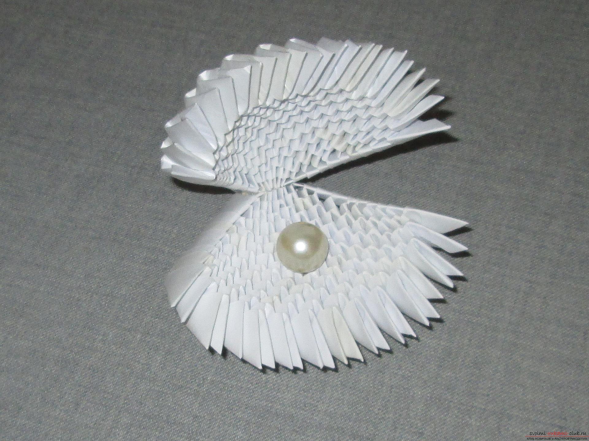 Ракушка для упаковки небольшого подарка собрана в технике модульное оригами в нашем мастер-классе с описанием и фото.. Фото №8