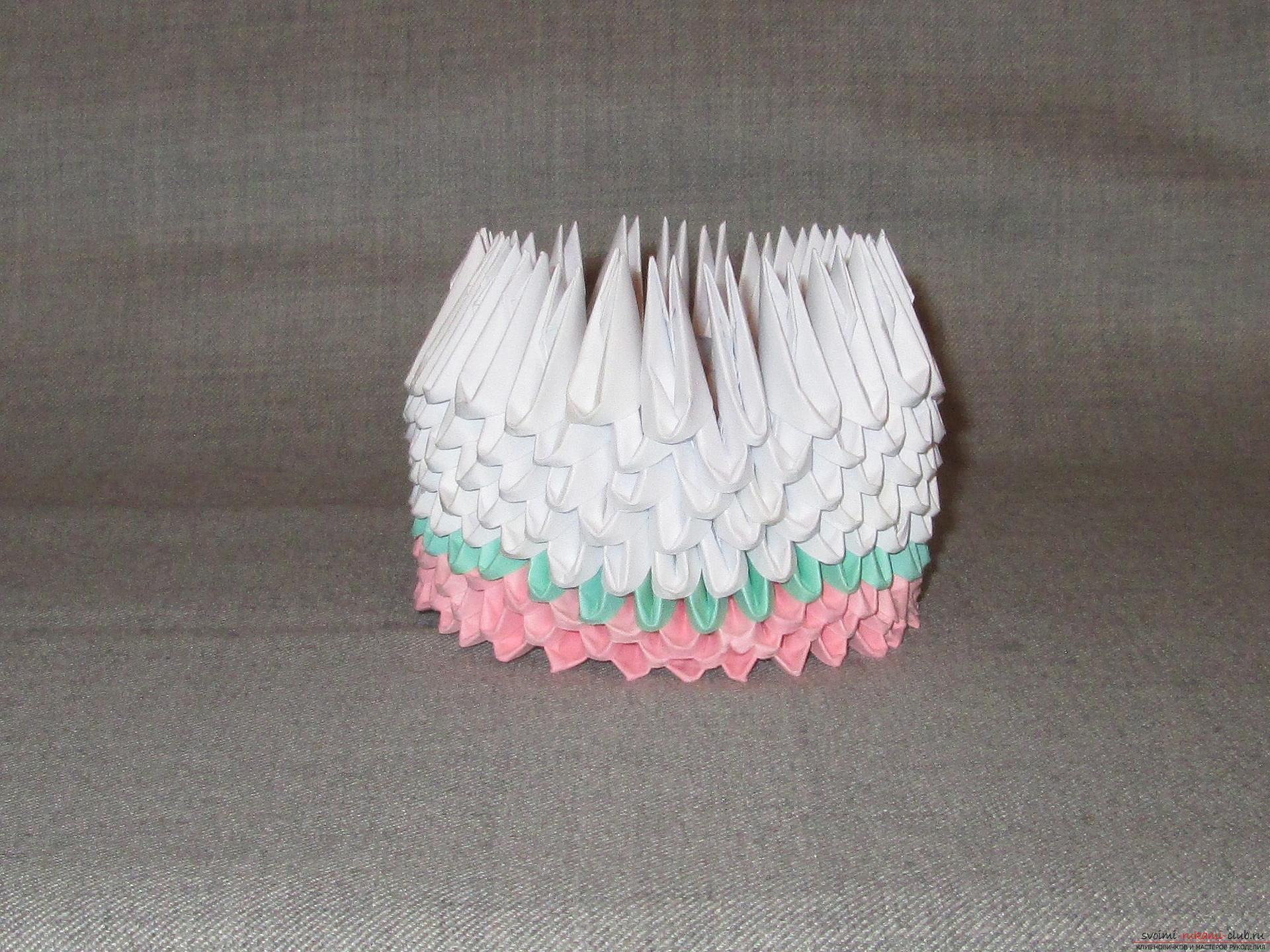 Наш мастер-класс покажет как сделать оригами из модулей, получится космическая ракета своими руками.. Фото №5