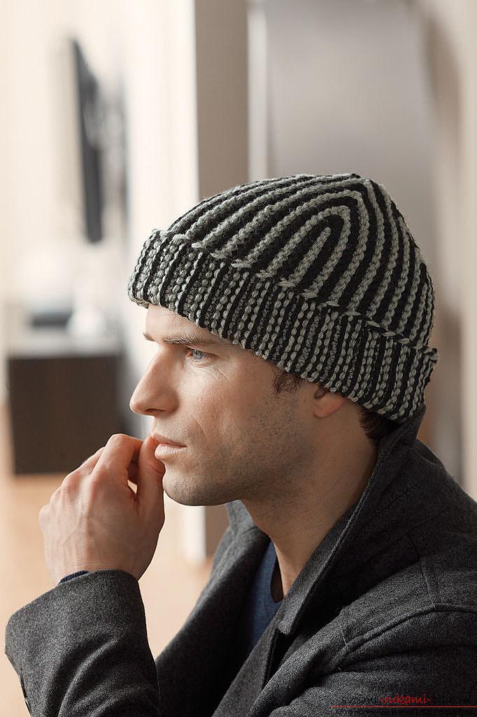 Вязание теплой мужской шапки спицами. Описание и фото вязания мужской шапки большого размера. Профессиональные рекомендации новичкам в вязании. Фото №1