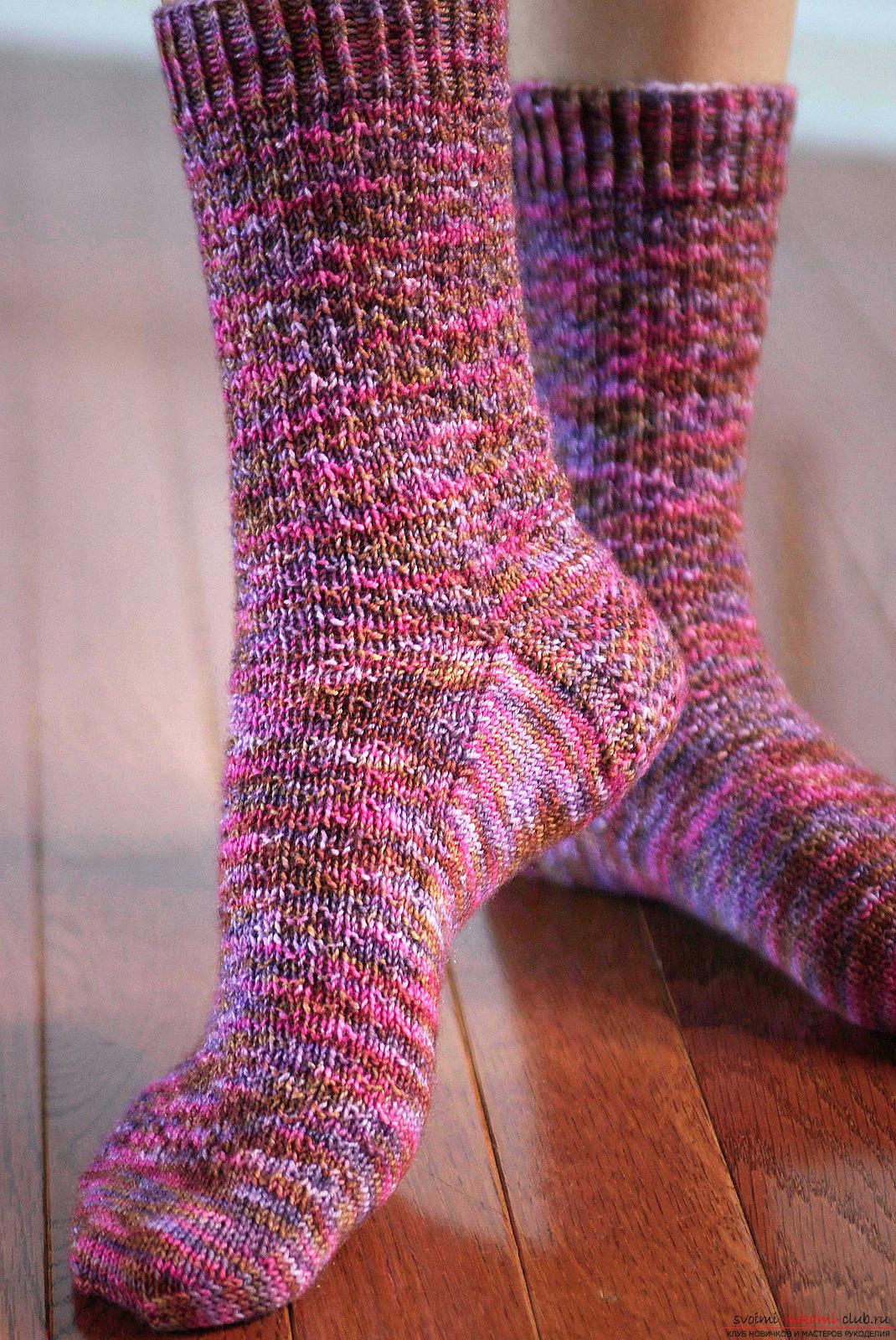 рождественские носки на елку схема вязания спицами