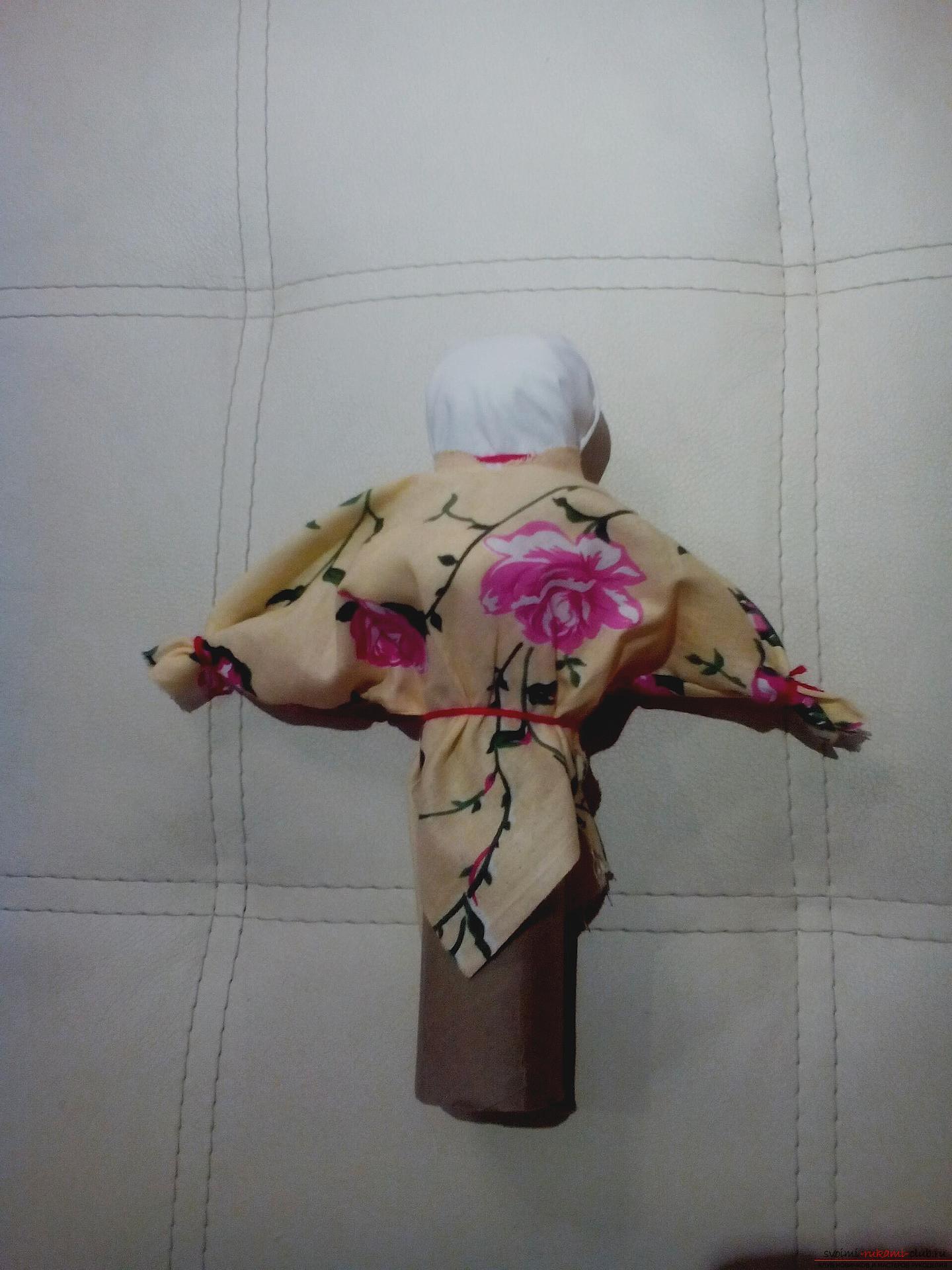 Создайте обереги своими руками, по нашему мастер-классу изготавливается кукла-травница, или иначе кукла-мотанка.. Фото №9