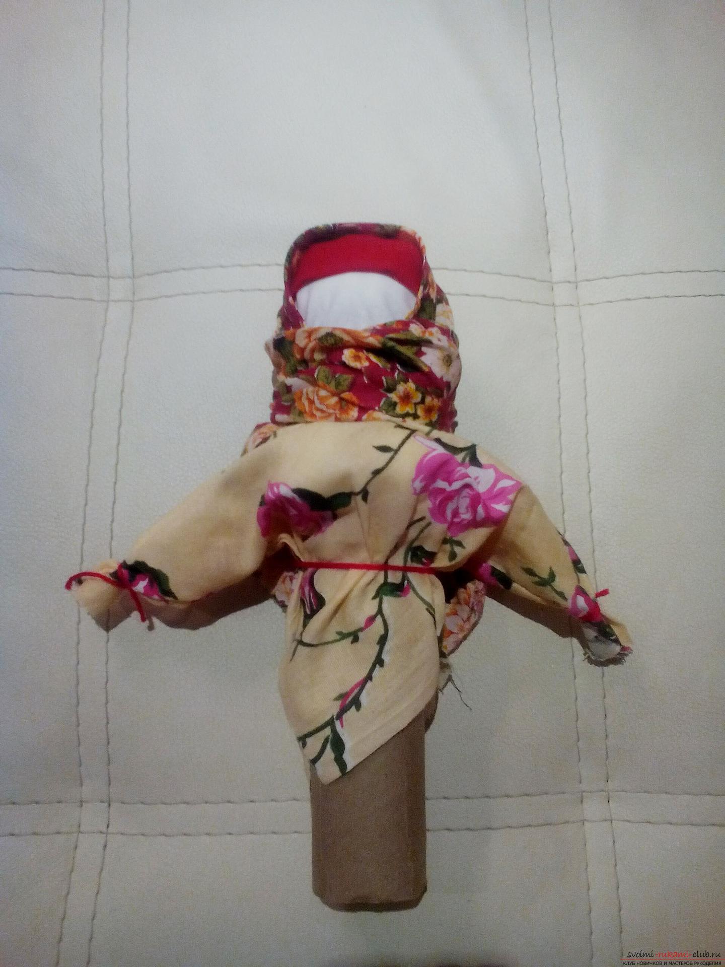 Создайте обереги своими руками, по нашему мастер-классу изготавливается кукла-травница, или иначе кукла-мотанка.. Фото №11