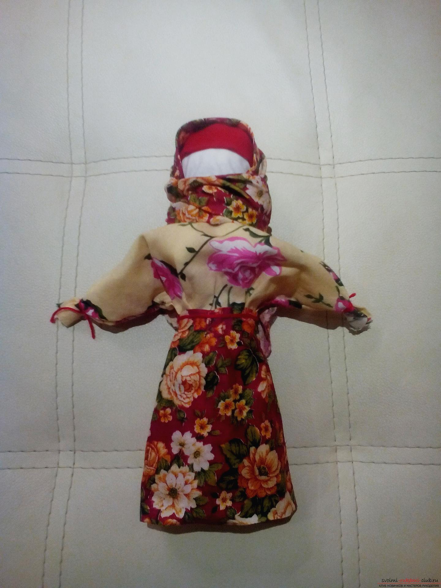 Создайте обереги своими руками, по нашему мастер-классу изготавливается кукла-травница, или иначе кукла-мотанка.. Фото №12