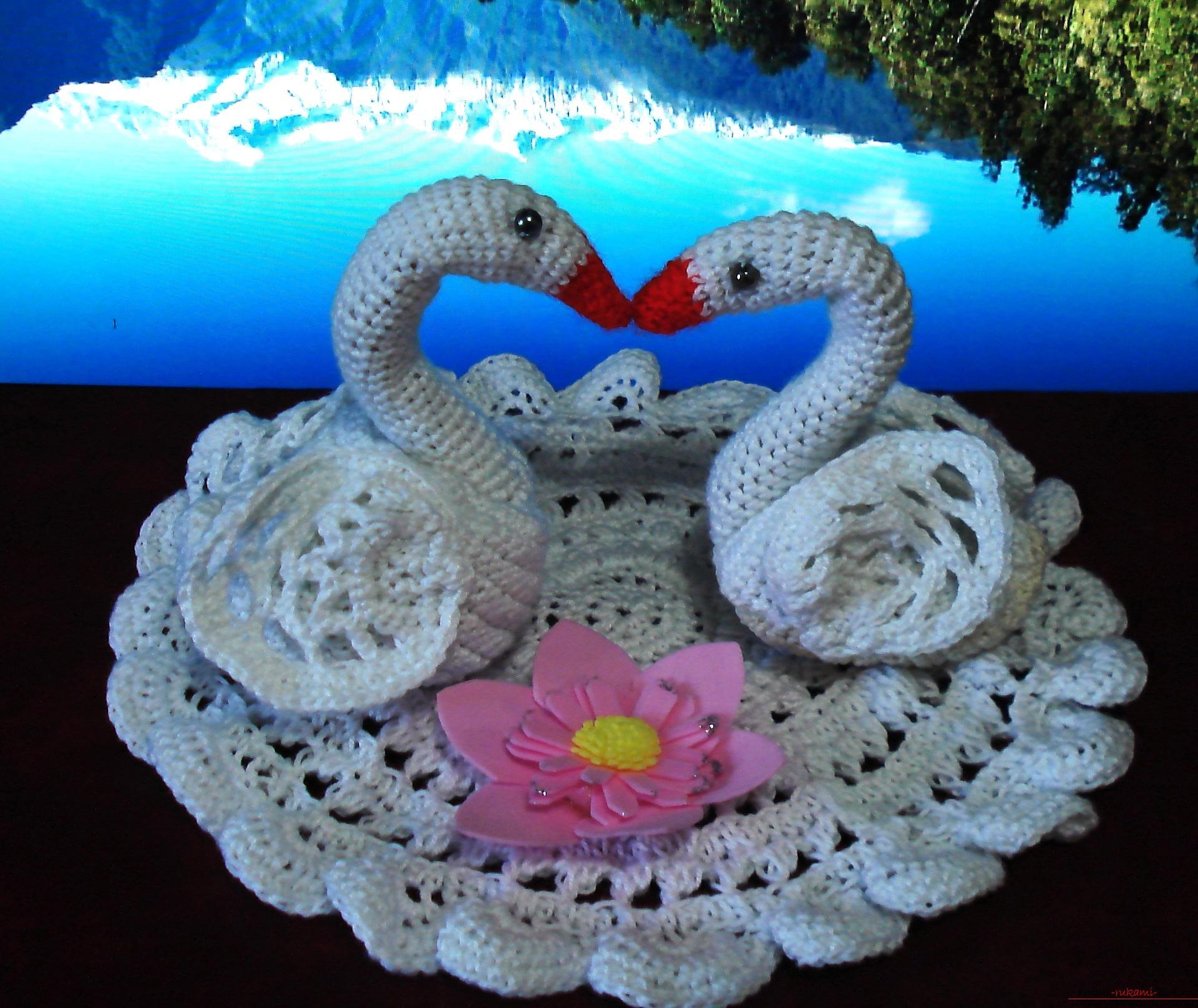 Вязание салфеток и лебедей