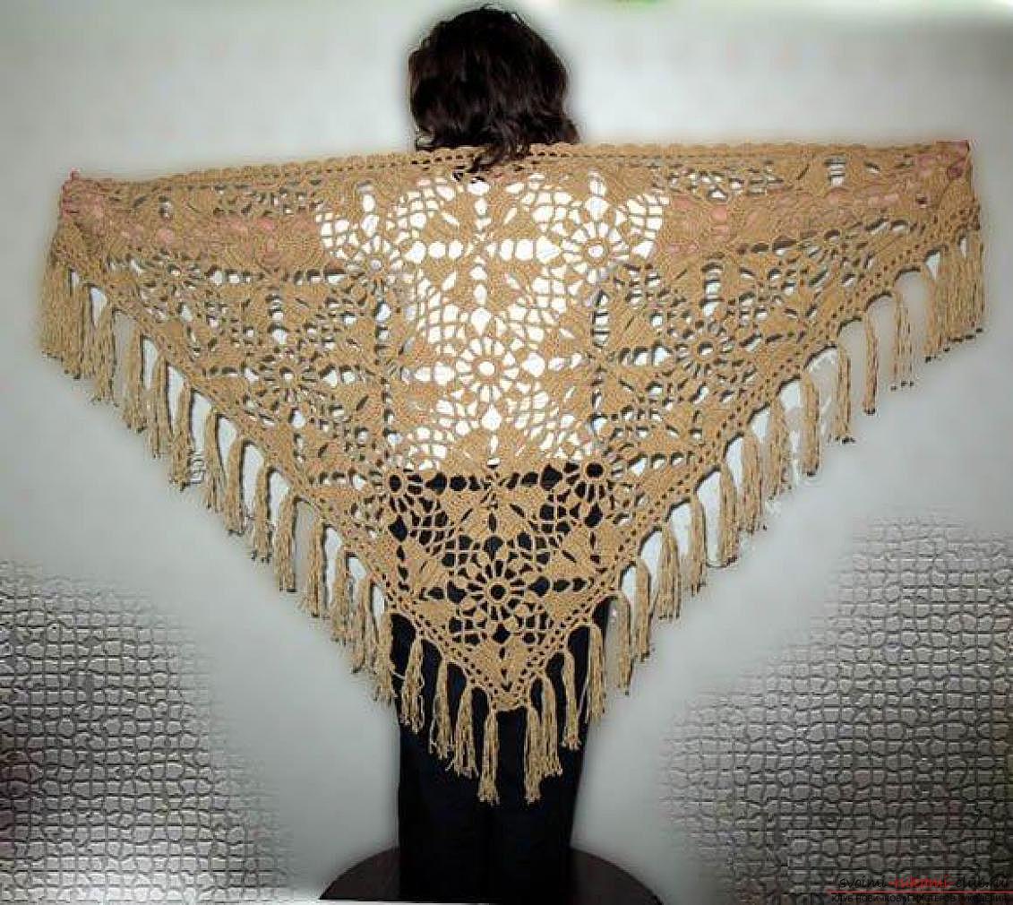 вязаная крючком красивая женская шаль. Фото №2