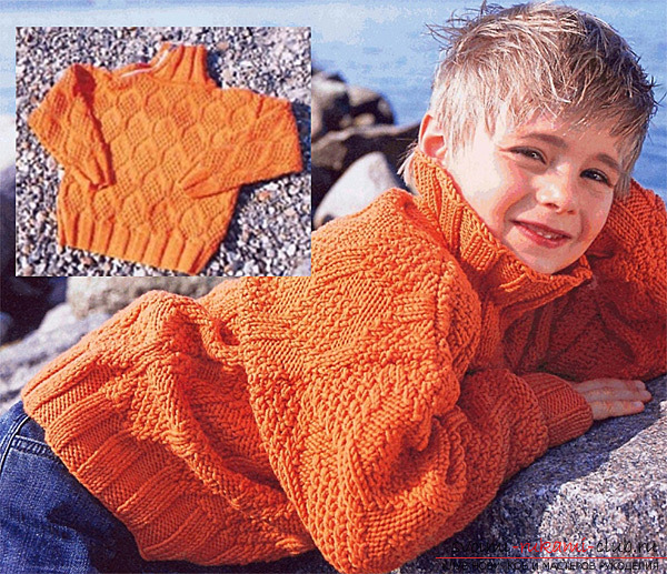 вязаный на спицах пуловер с