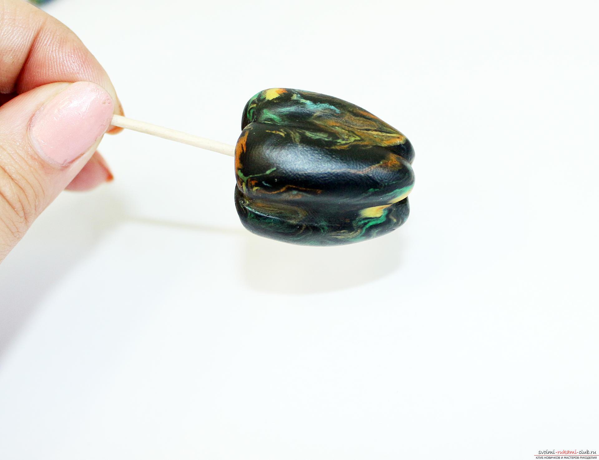Этот подробный мастер-класс по лепке из полимерной глины расскажет как сделать своими руками фигурки из полимерной глины - овощи и фрукты для детей.. Фото №22