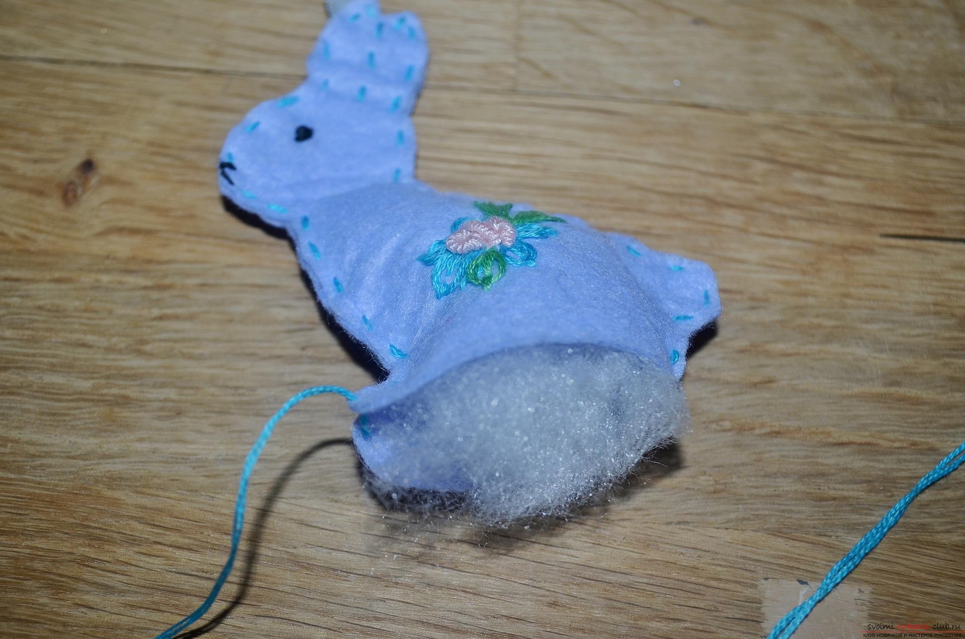Этот мастер-класс научит как сделать пасхального кролика из фетра своими руками.. Фото №13