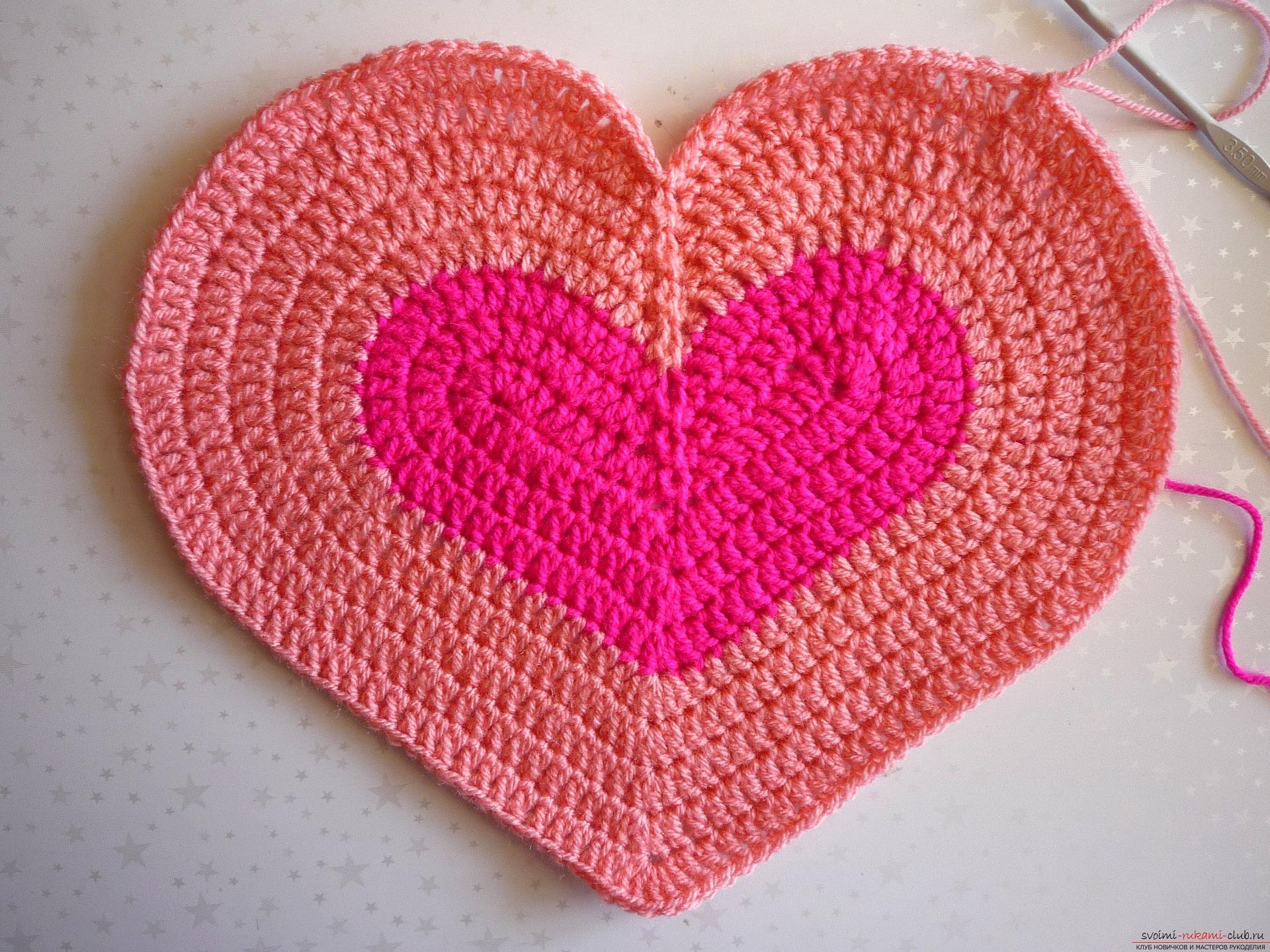 """Как связать вязаную подушку """"Сердечко """" спицами: описание, фото"""