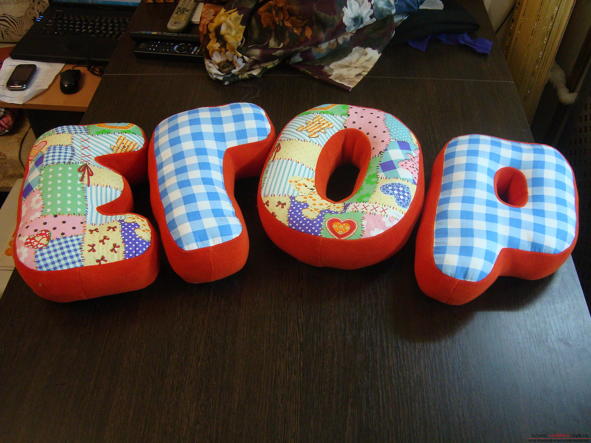 Буквы, сшитые своими руками помогут моно украсить детскую.. Фото №1