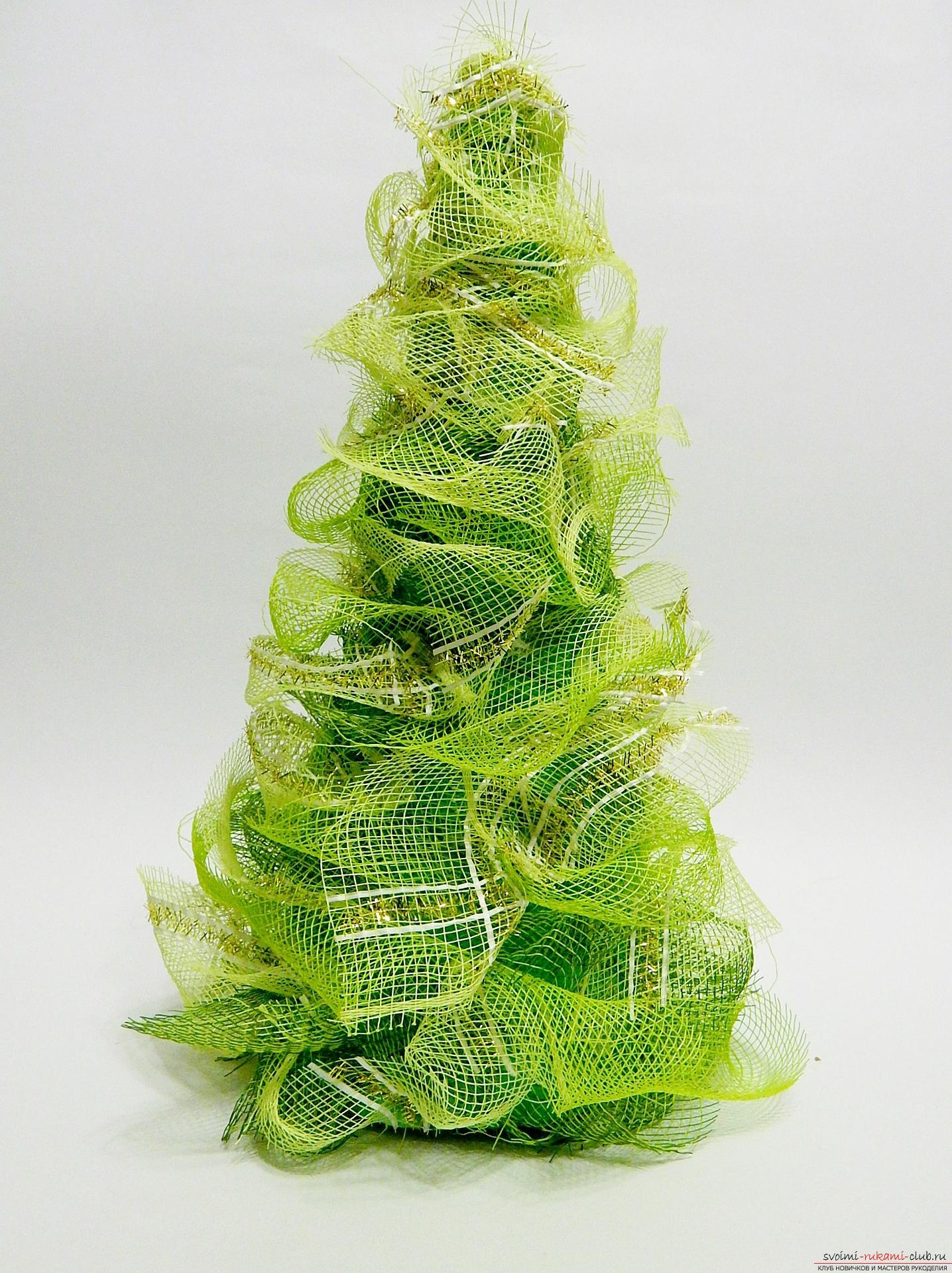 Как сделать елку к Новому году своими руками? Подробный мастер-класс с фото по созданию елки из сетки поможет научится сделать н
