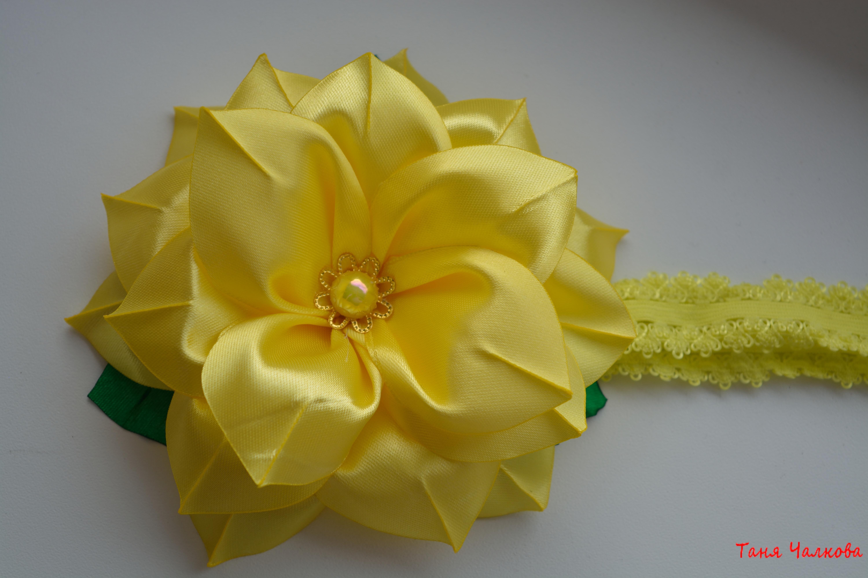 Цветок на голову из атласных лент своими руками