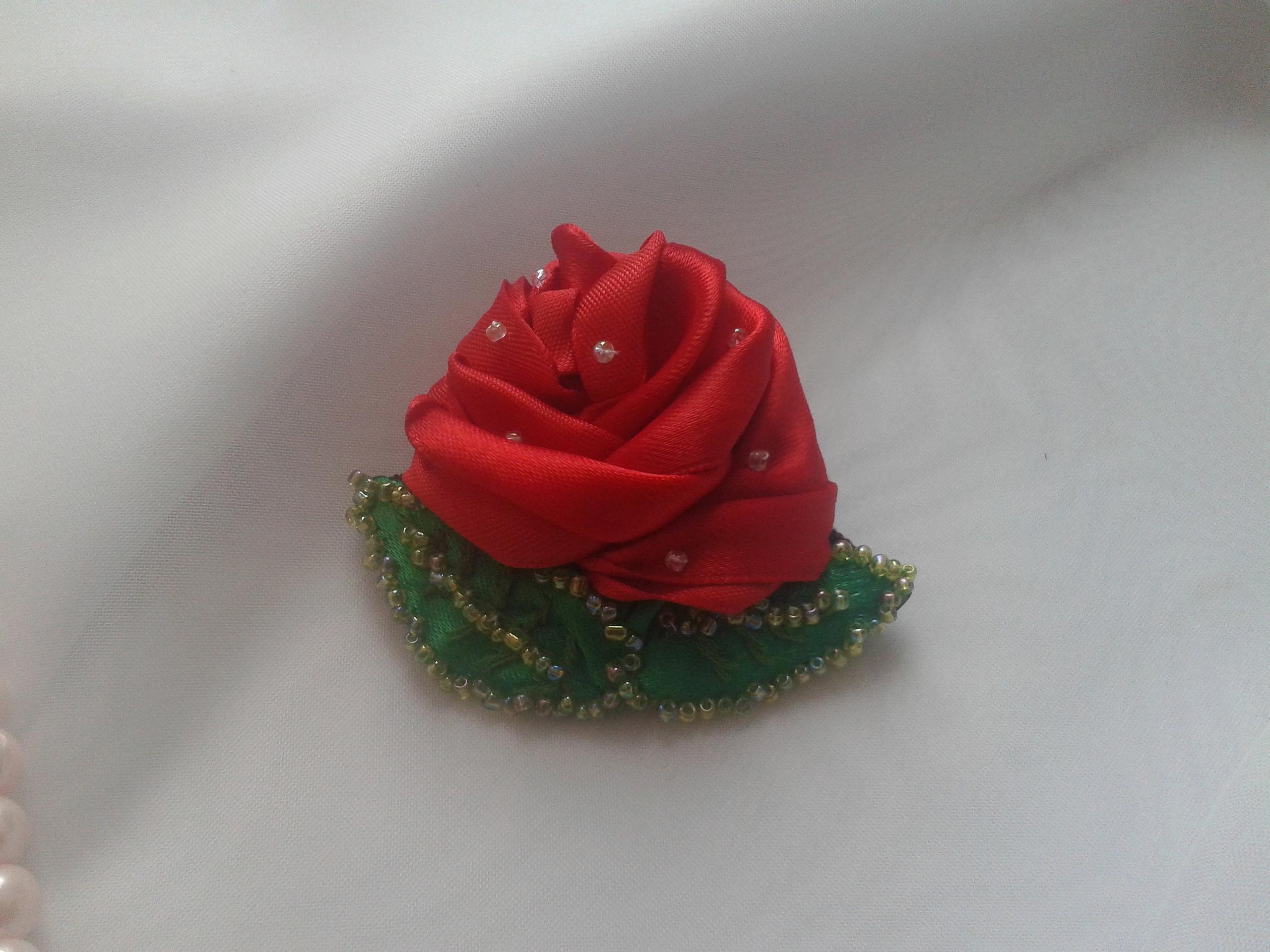 """Брошь """"алая роза"""" сделано своими руками"""