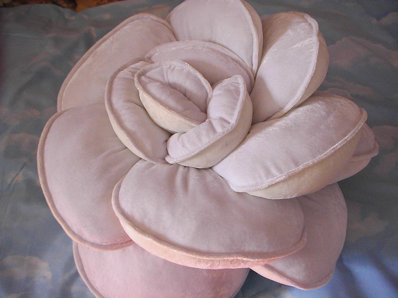 Мастер-класс по пошиву подушки-розы своими руками