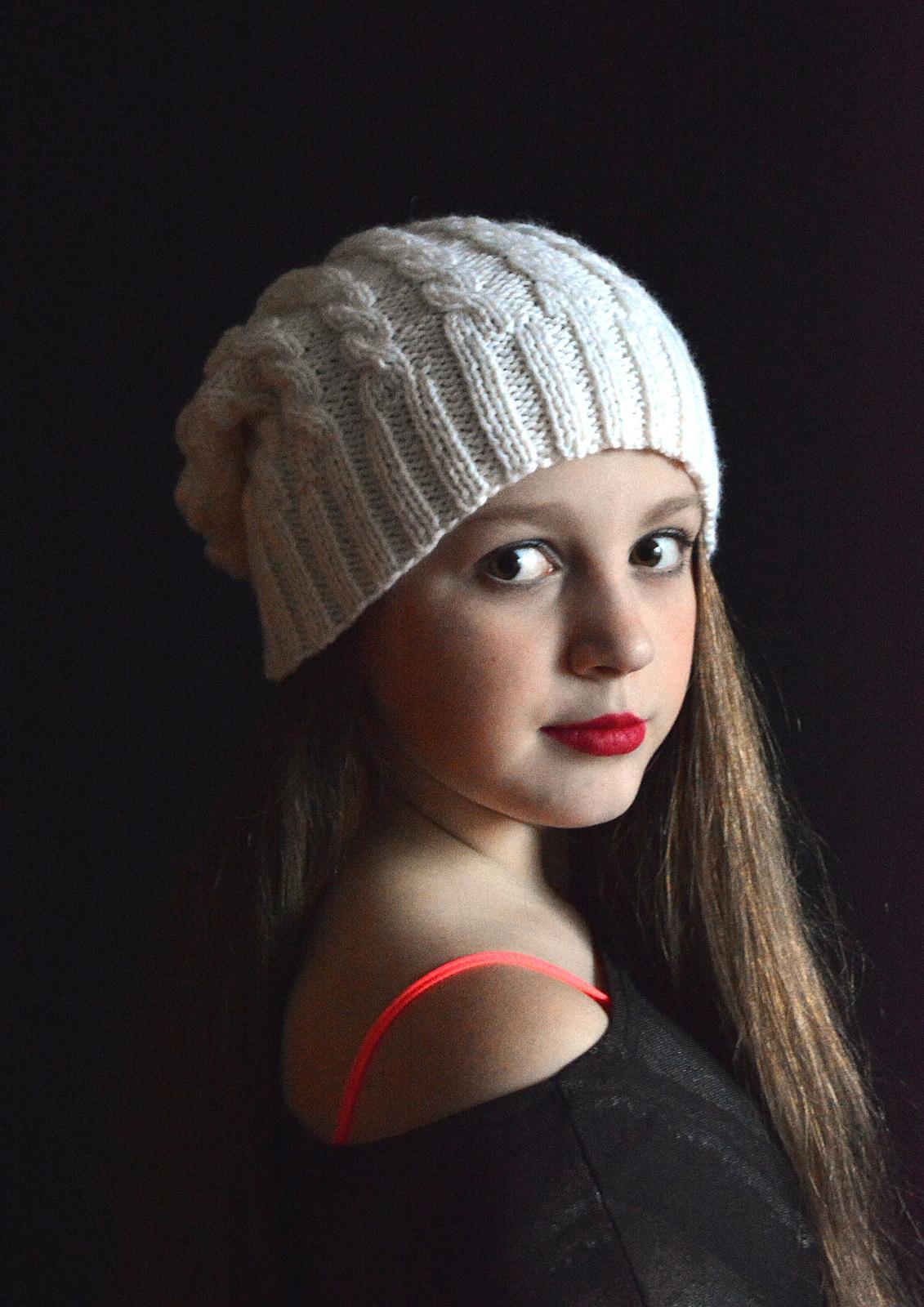 Вязаные шапки с косами 47