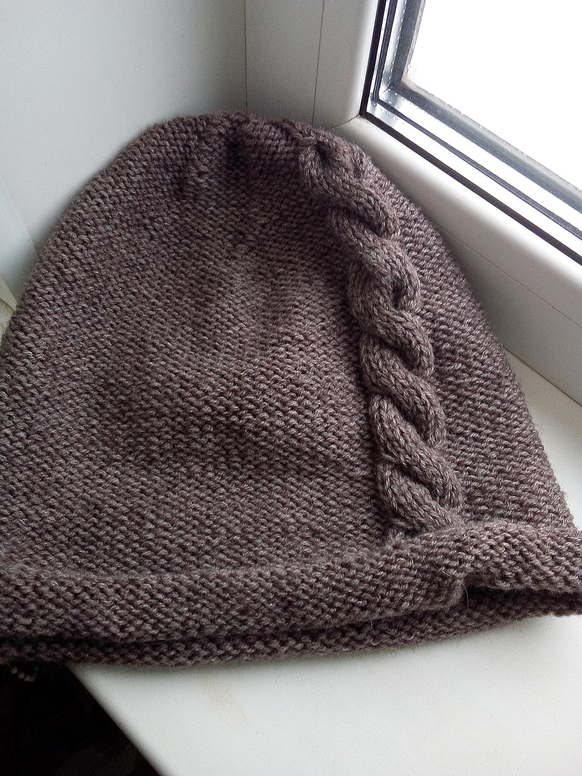 Вязаные шапки с косами 46