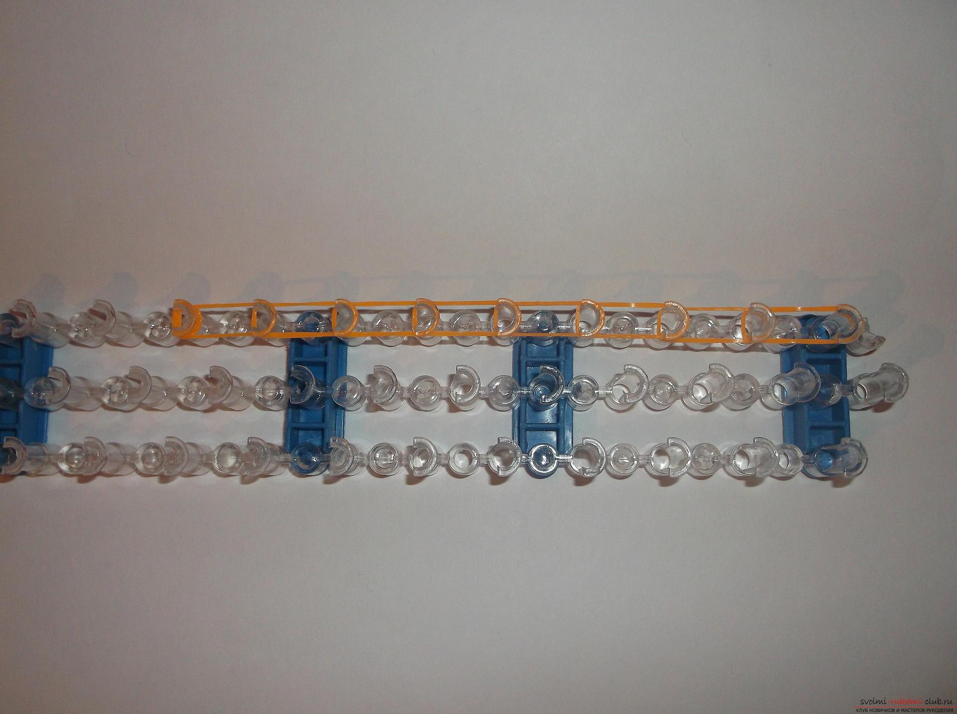 Фото к уроку по плетению из резиночек рыжеволосой девочки. Фото №1