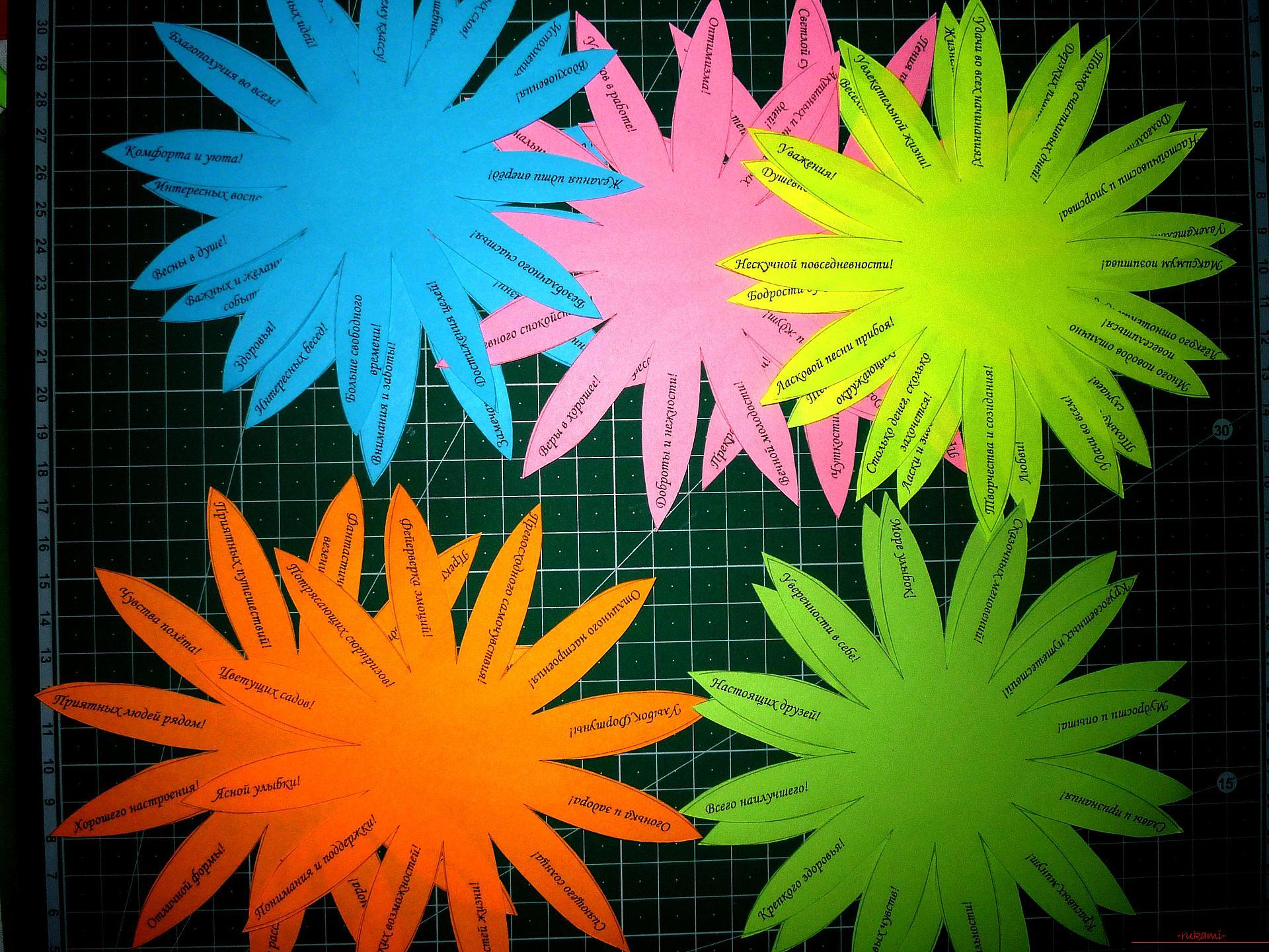 Этот подробный мастер-класс поделки из бумаги своими руками с фото и описанием научит как сделать ромашку с пожеланиями.. Фото №13