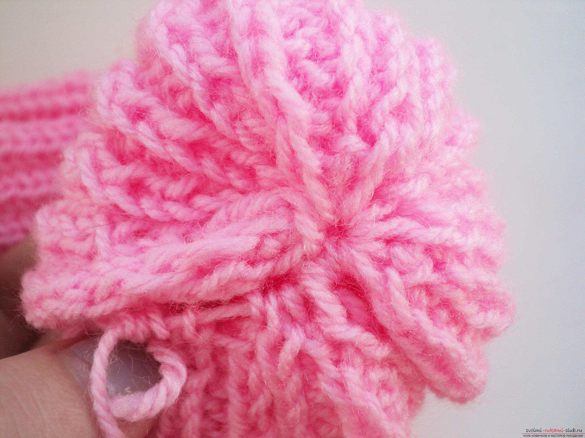 Красивая шапка-резинка вяжется легко по этому мастер-классу.. Фото №8