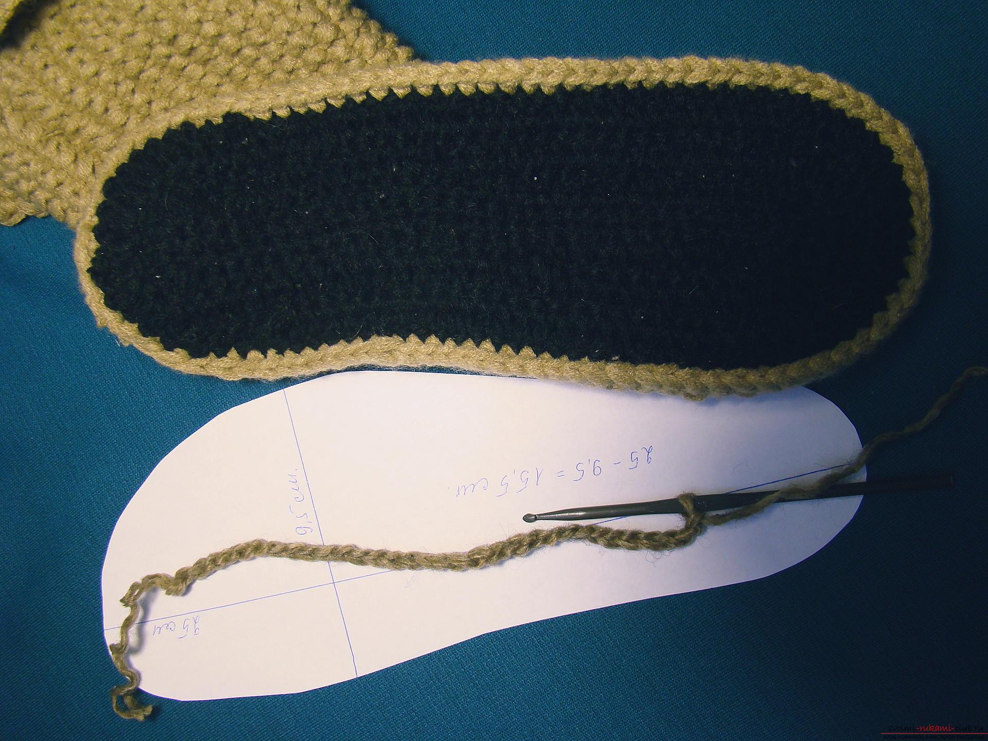 Этот подробный мастер-класс вязания спицами со схемой и описанием расскажет как связать своими руками сапожки Мудрая сова