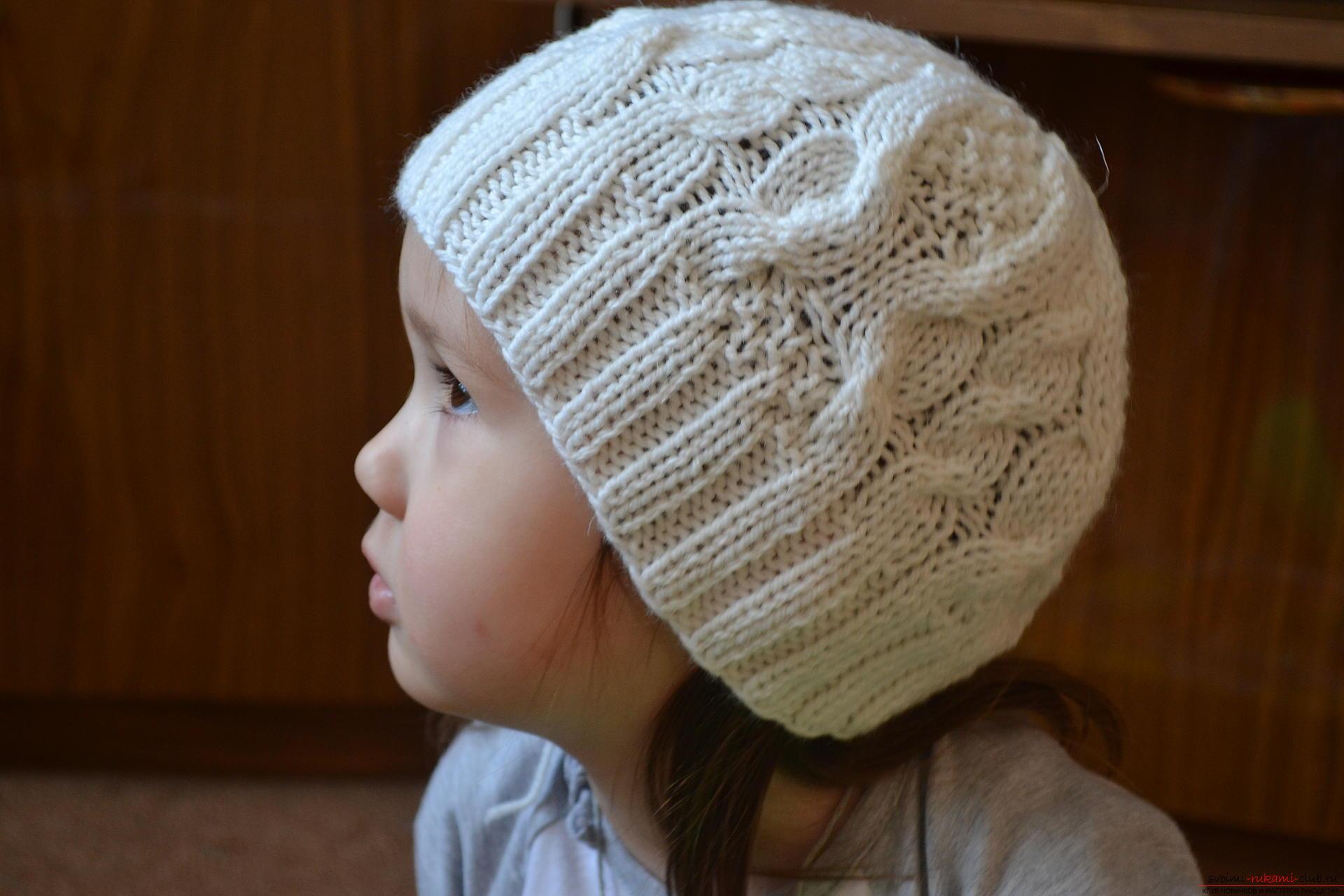 Этот мастер-класс с фото и описанием научит как связать спицами шапочку для девочек.. Фото №1