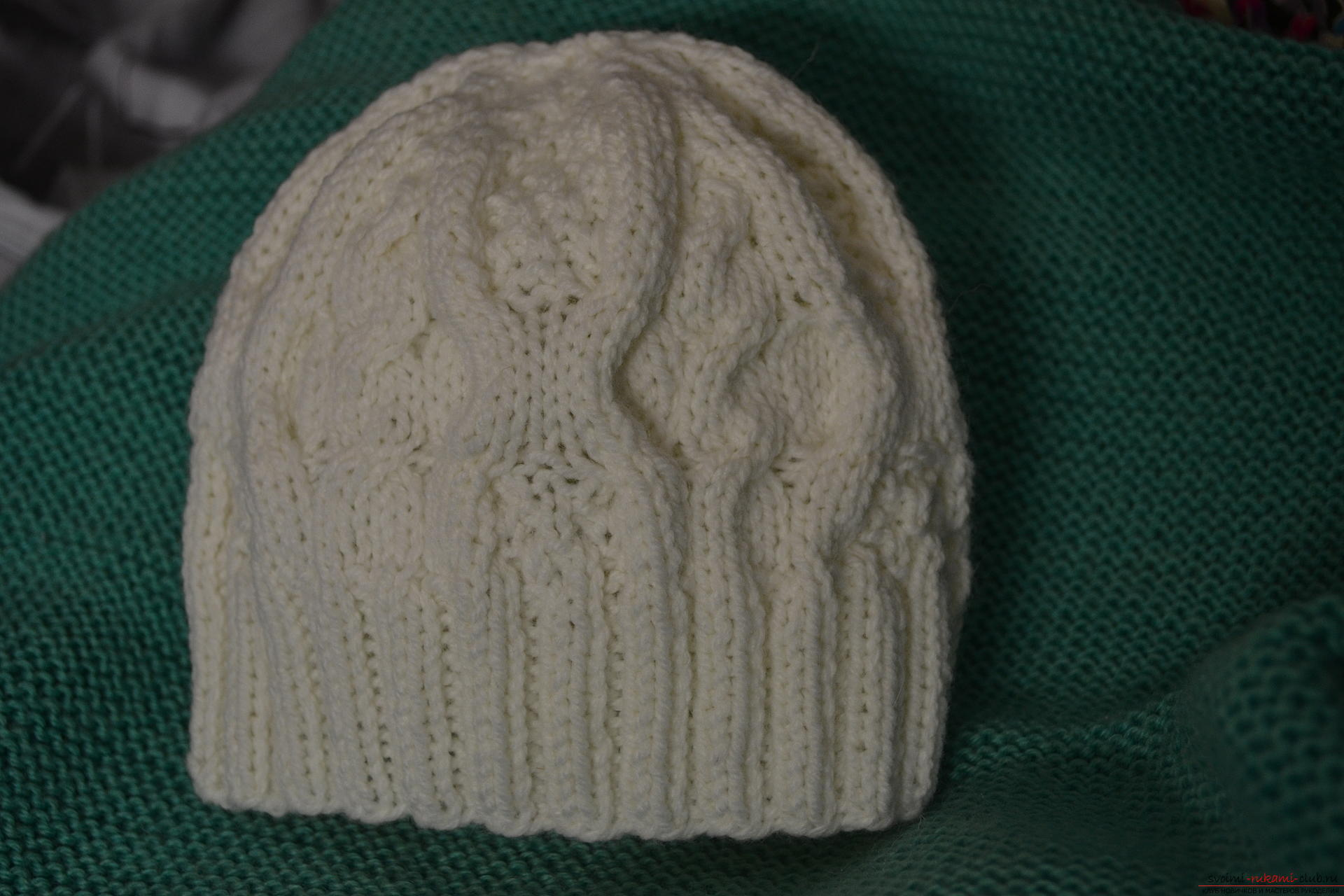 Этот мастер-класс с фото и описанием научит как связать спицами шапочку для девочек.. Фото №11