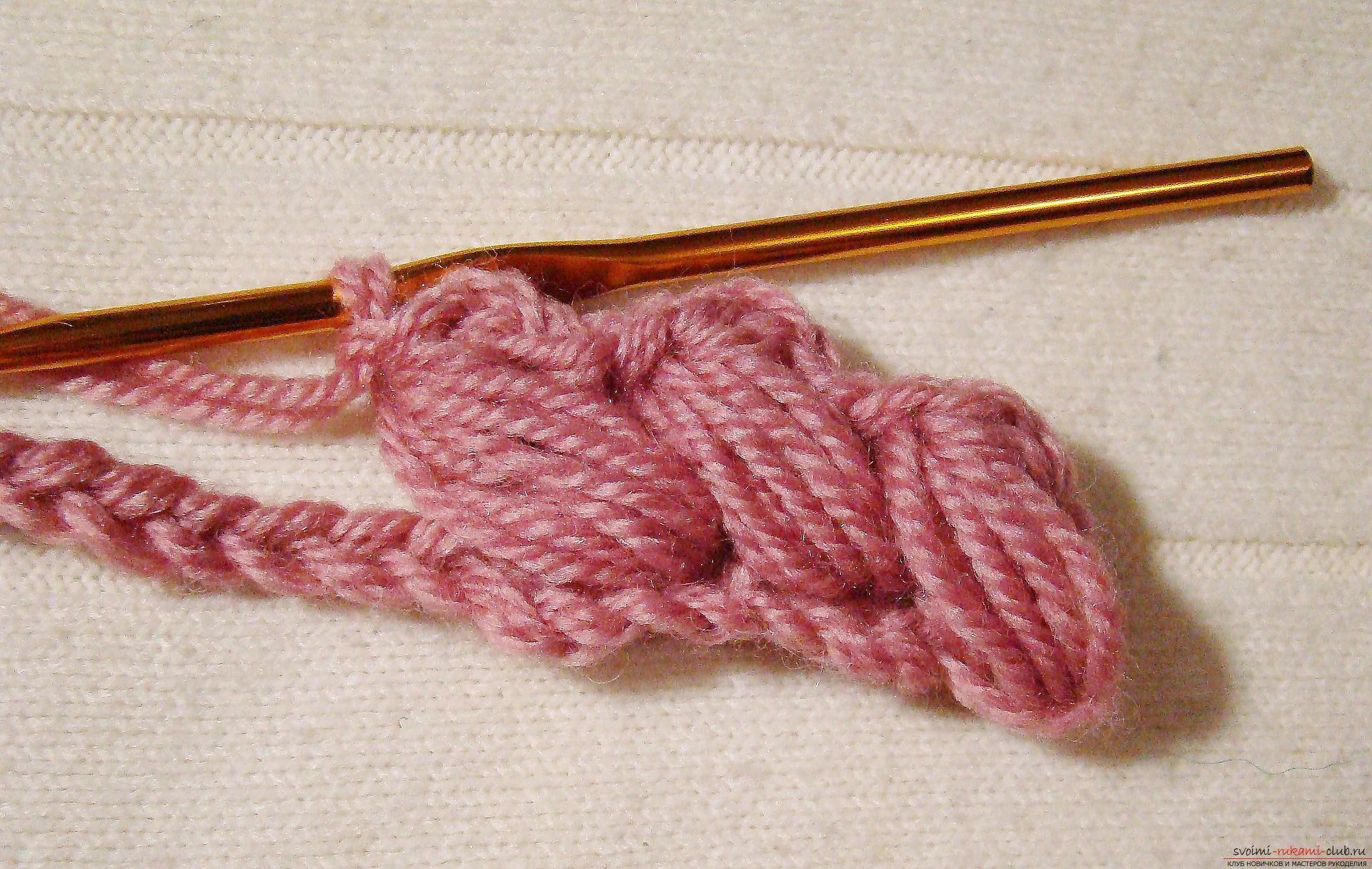 Вязание шапки плетеным узором из пышных столбиков 15