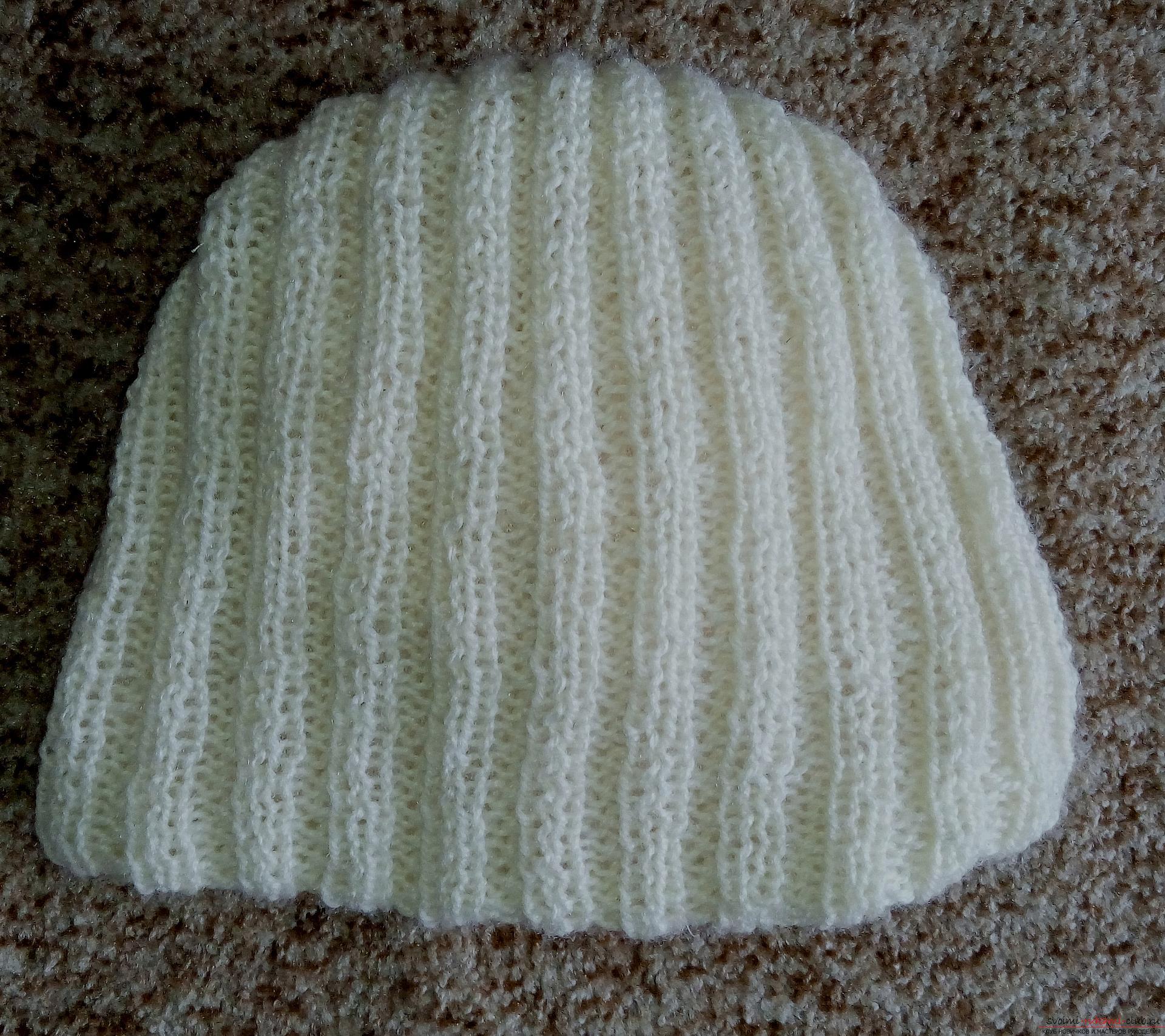 Этот подробный мастер-класс вязания спицами шапки со схемой и описанием научит как связать своими руками женскую шапку