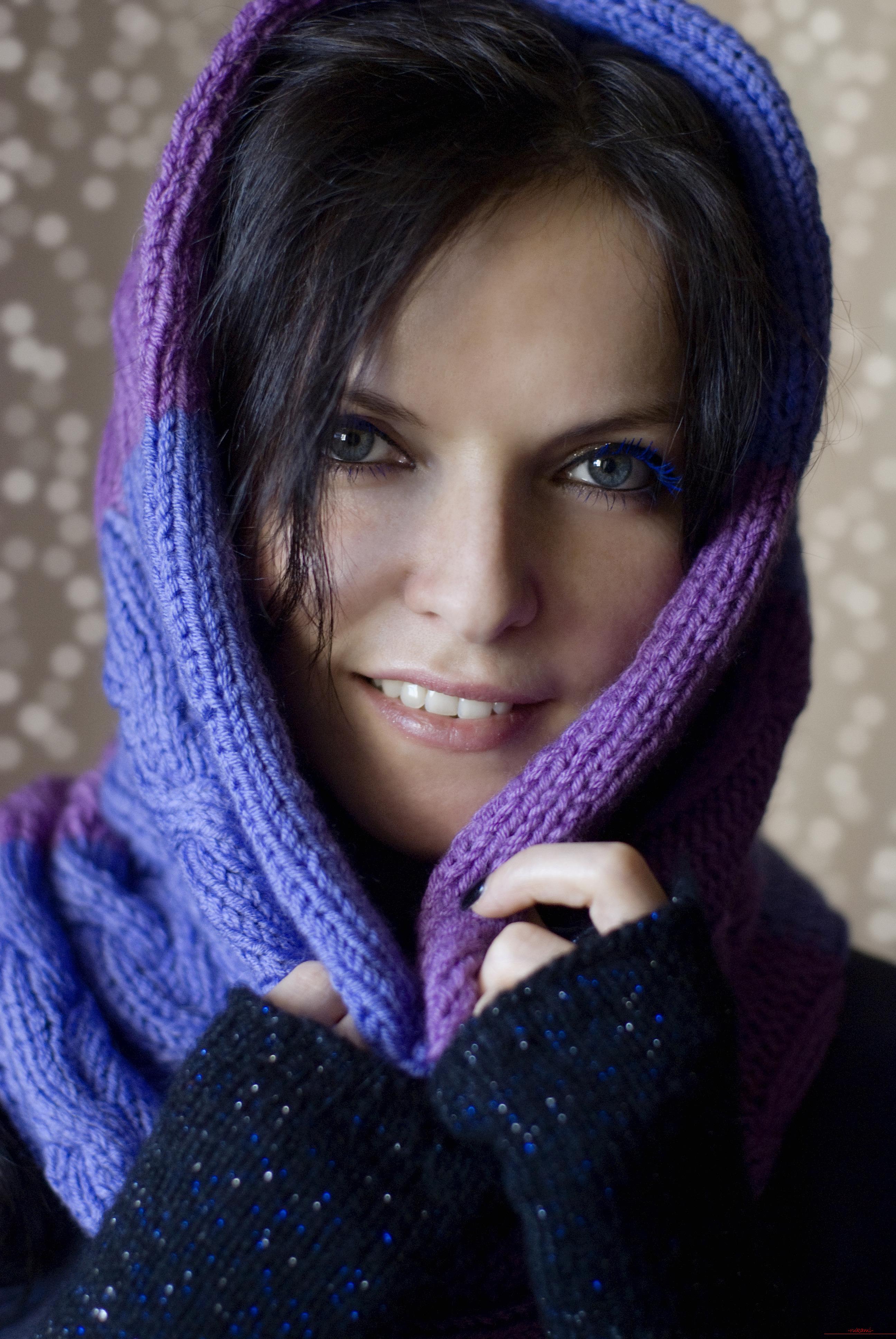 вязаный спицами шарф-снуд. Фото №1