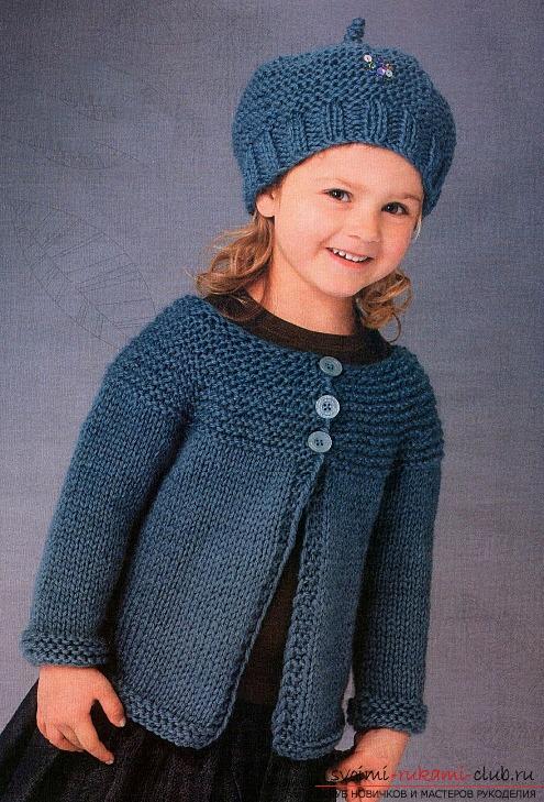 вязаная спицами зимняя шапочка для девочки. Фото №1