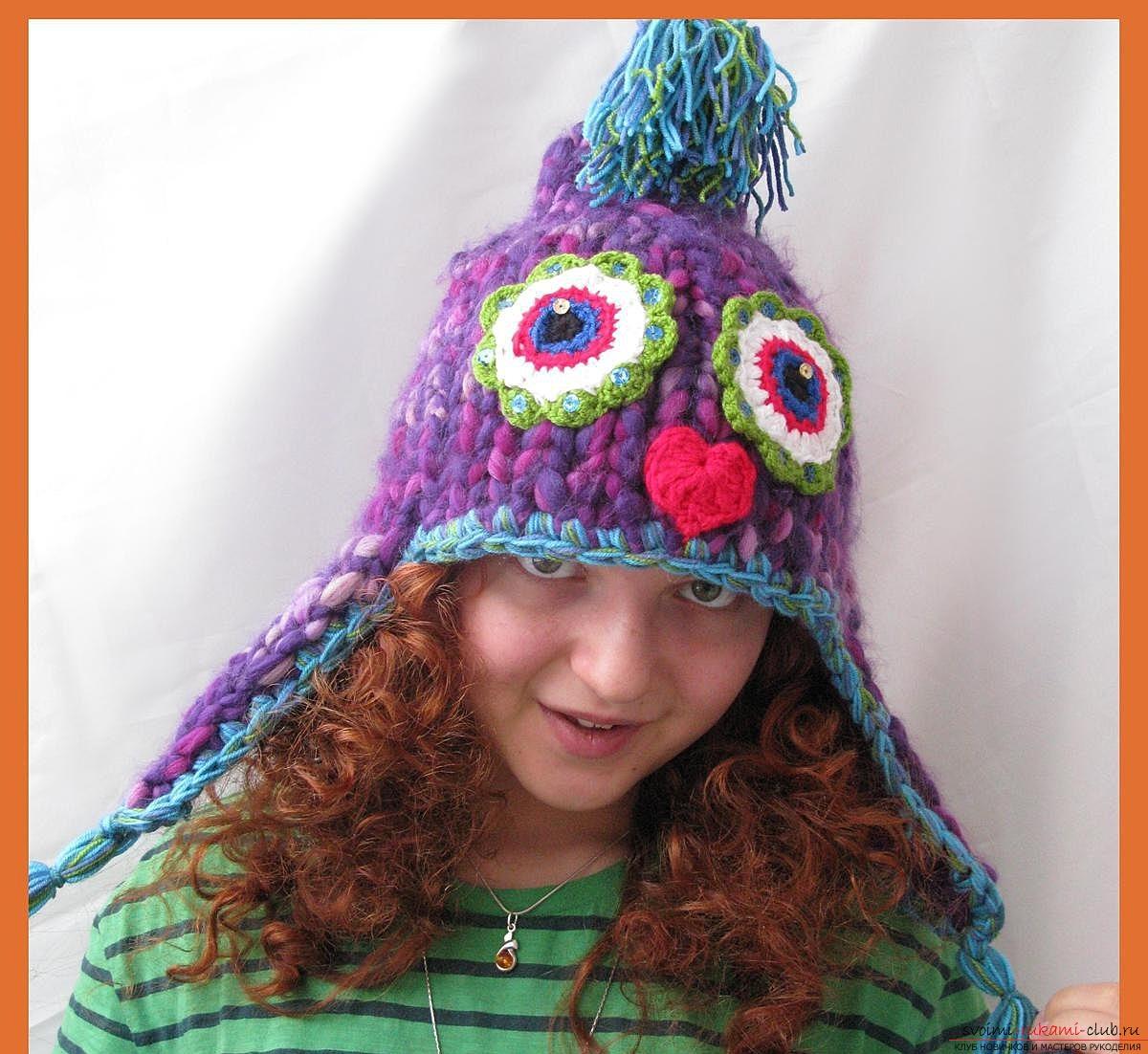 Вязаная шапочка-шлем