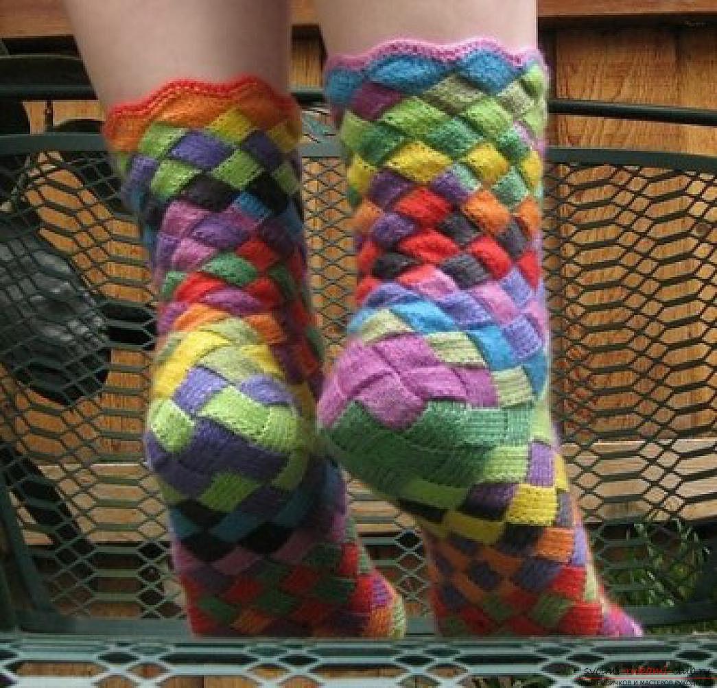 вязаные на спицах женские носки. Фото №5